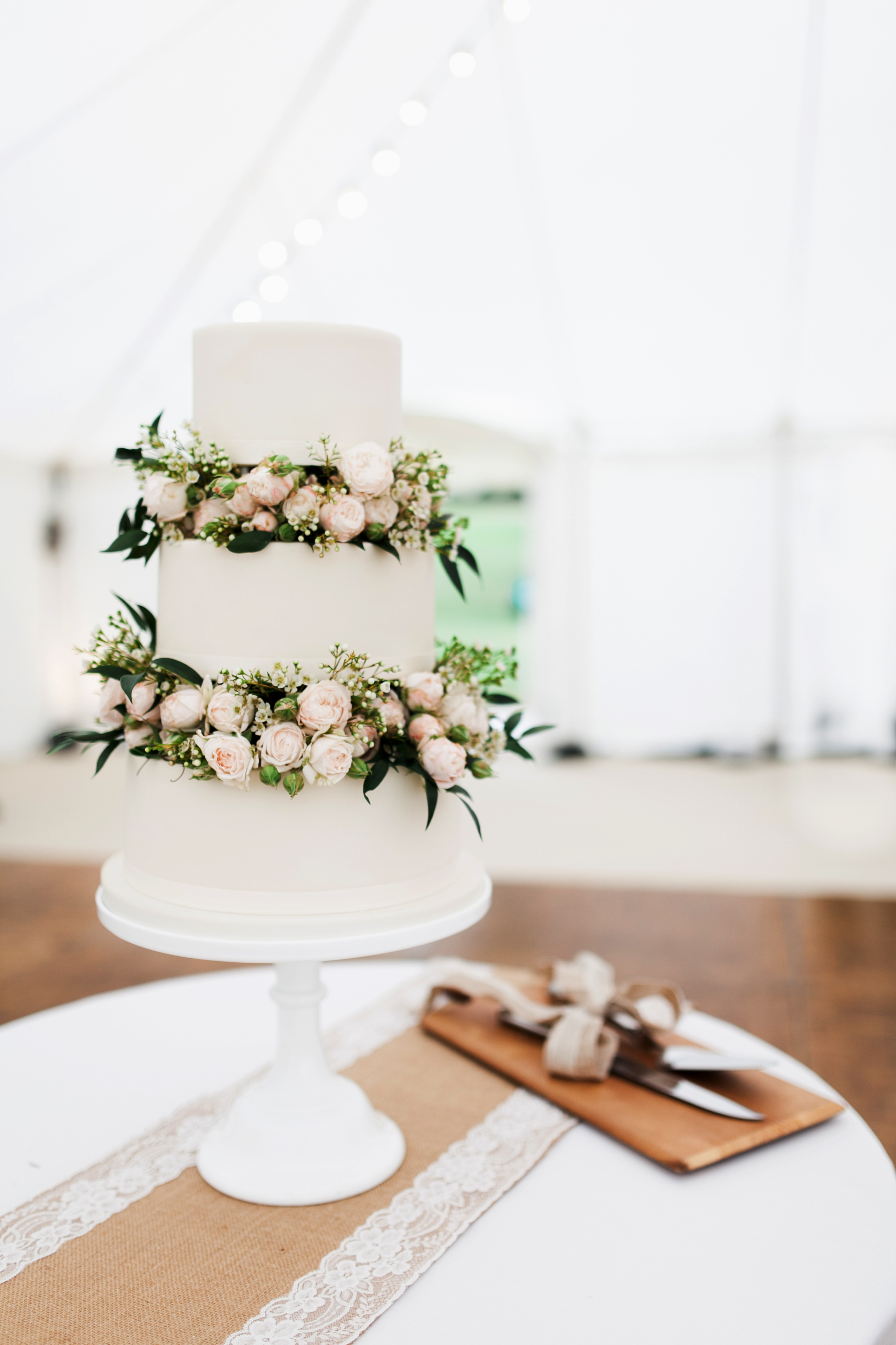 floral wedding cakes bianco photography indoors light