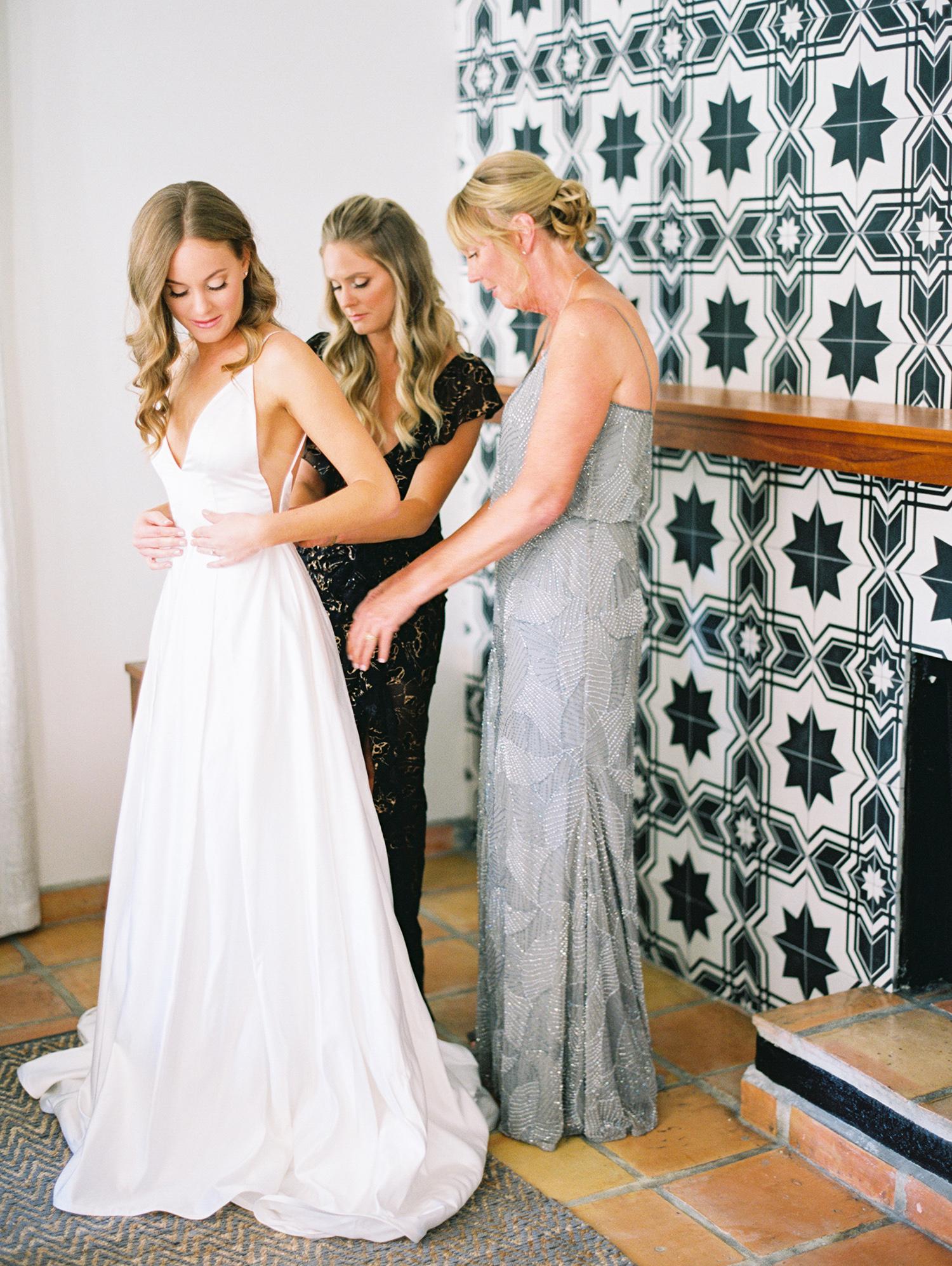 hanna will wedding bride getting ready