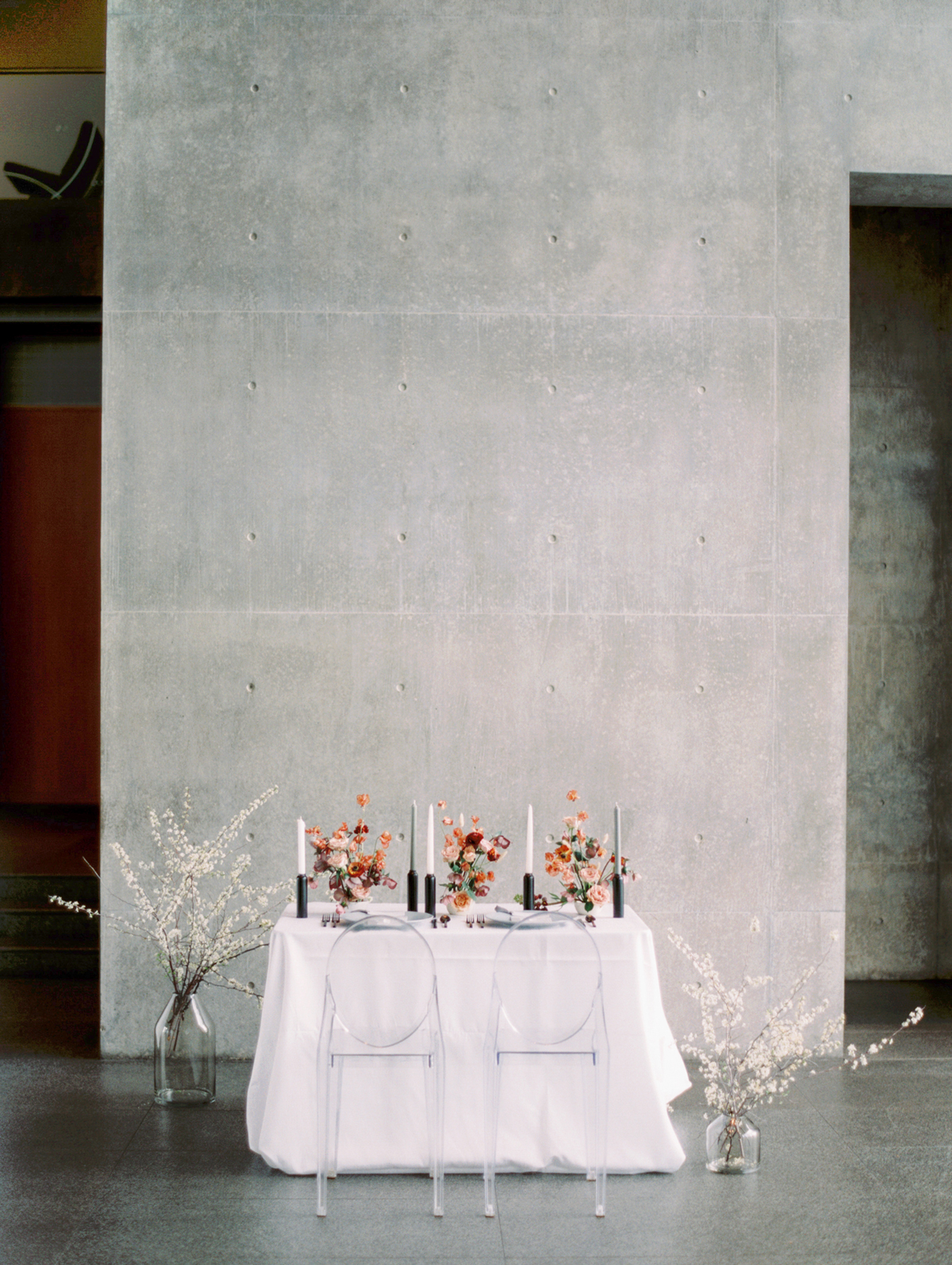 concrete slab backdrop behind sweetheart table
