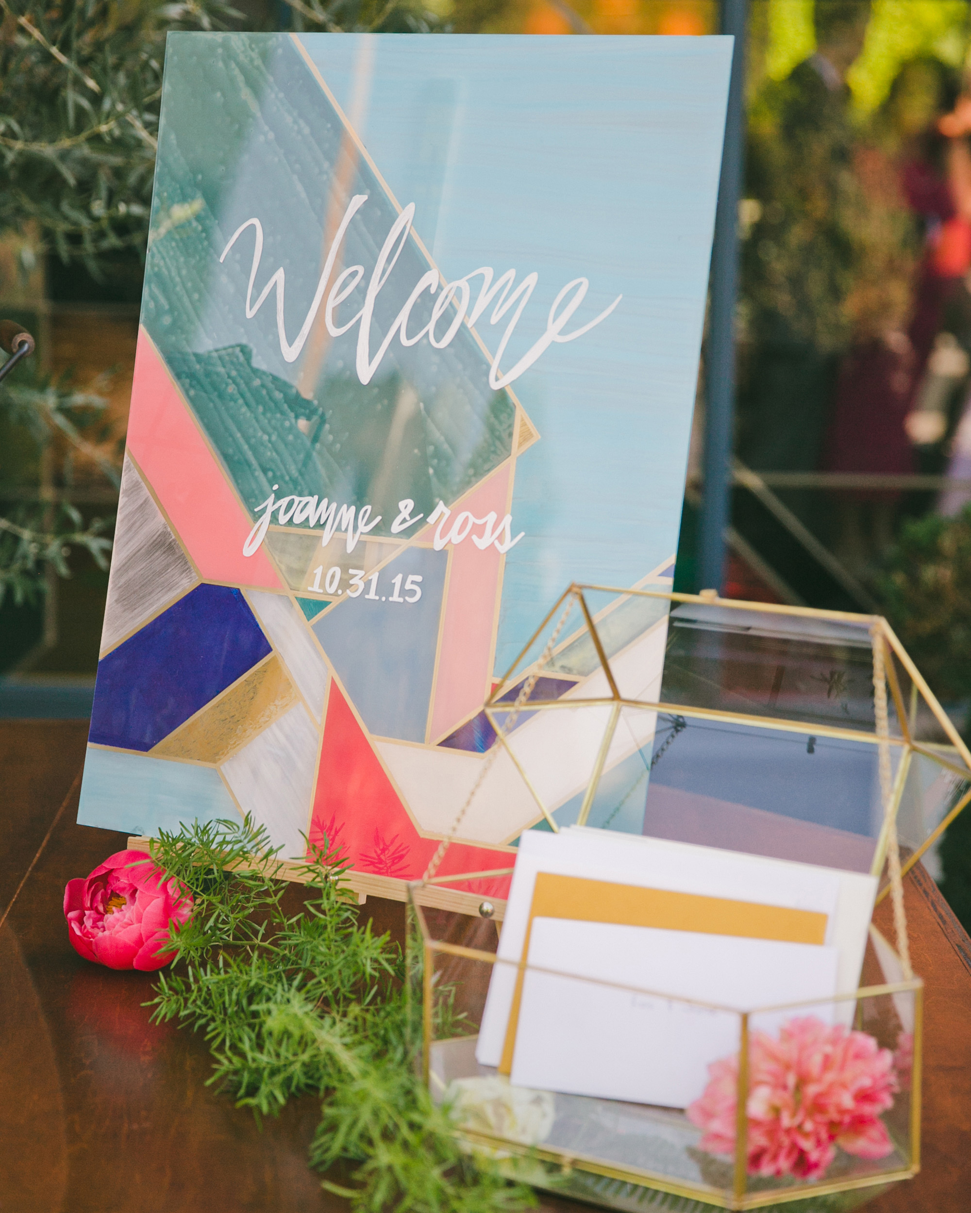 art-inspired wedding ideas abstract welcome sign