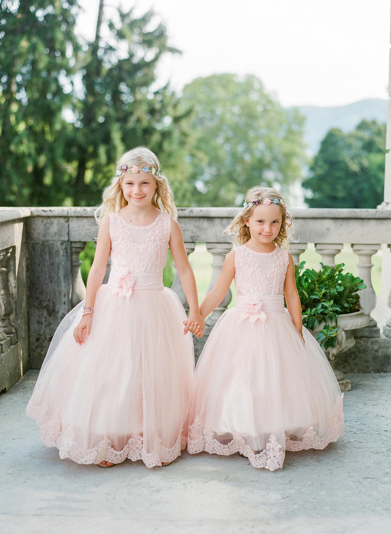 julia mauro wedding flower girls holding hands
