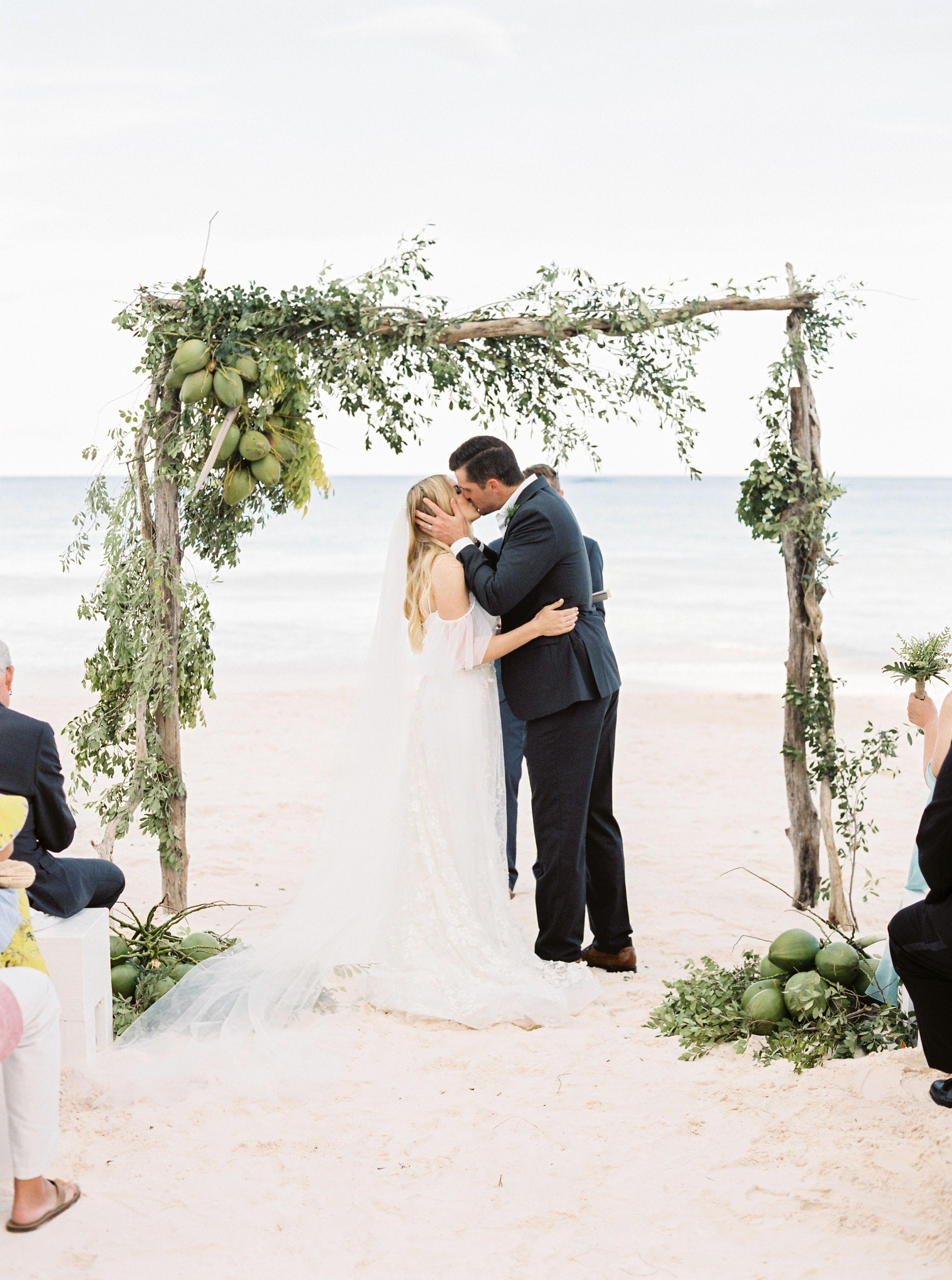 Elizabeth and Chuck wedding kiss