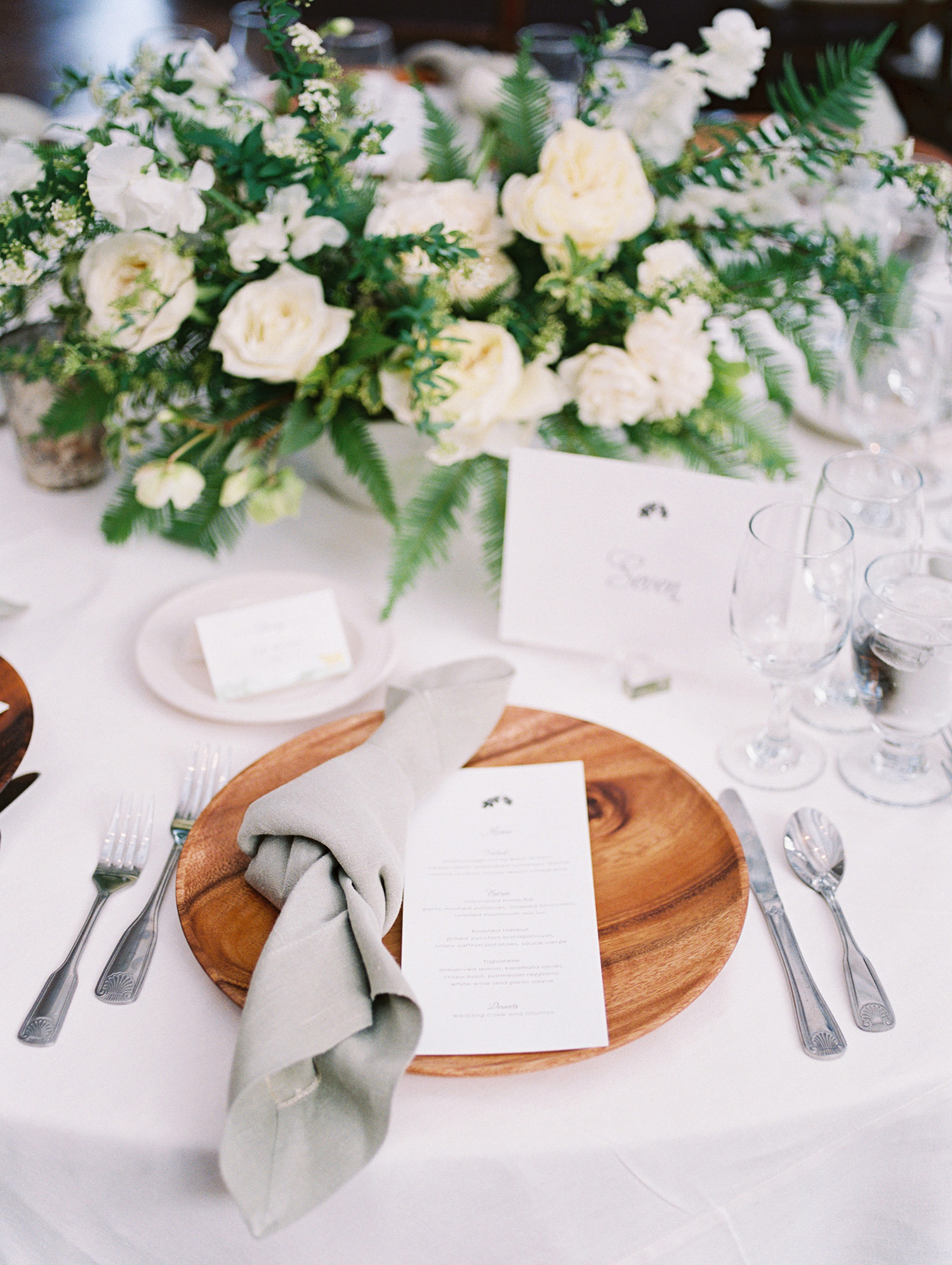 lauren aaron wedding place setting