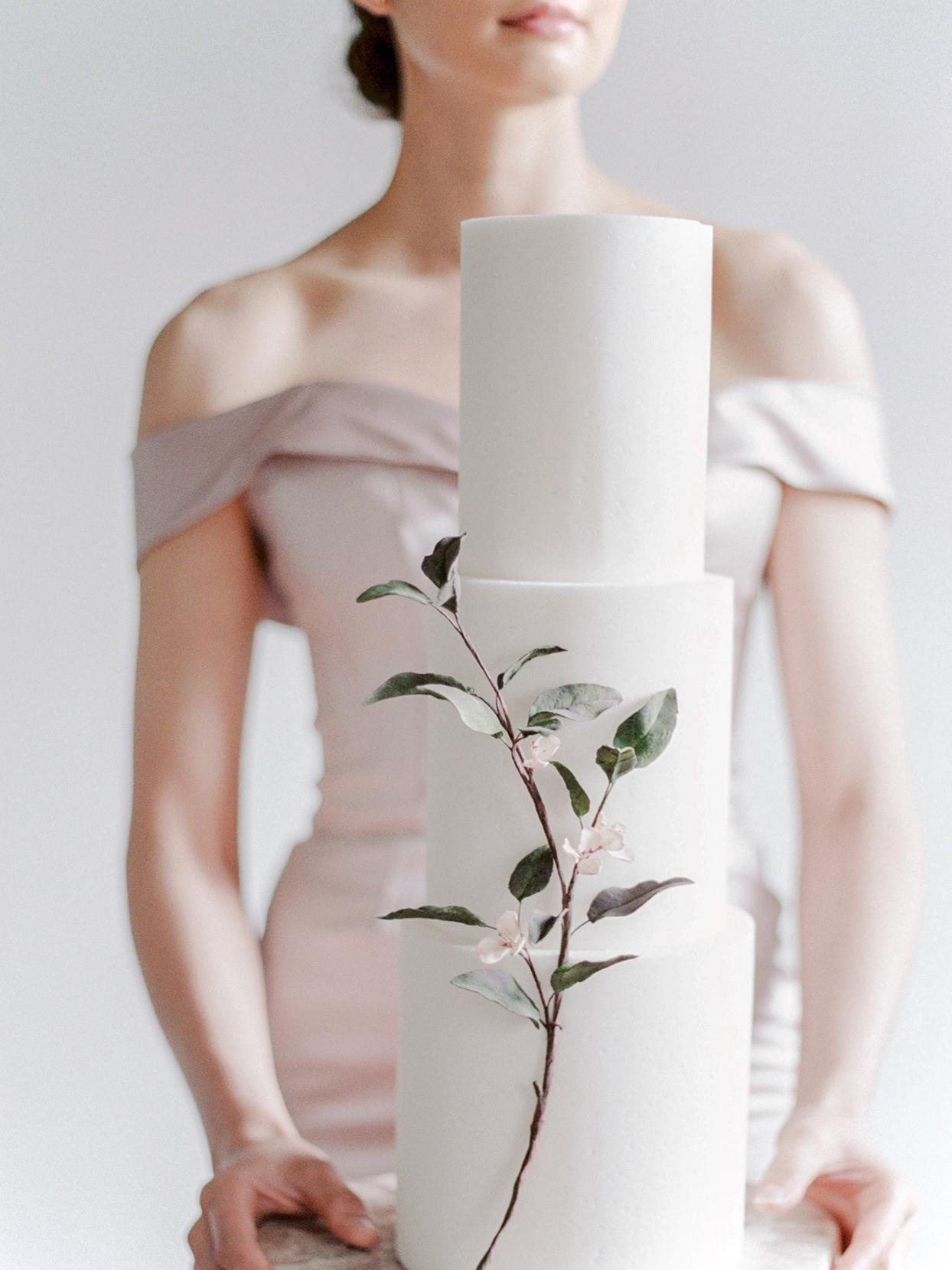 minimalist ikebana sugar flowers running up side of wedding