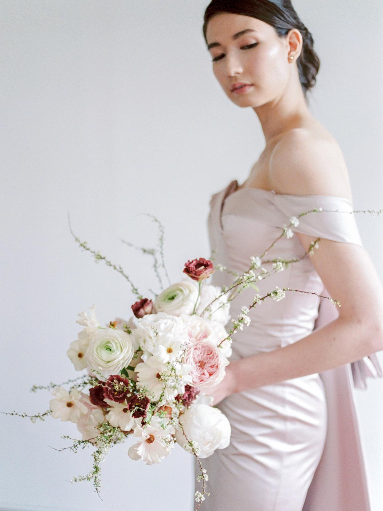 minimalist ikebana classic white and pink floral arrangement