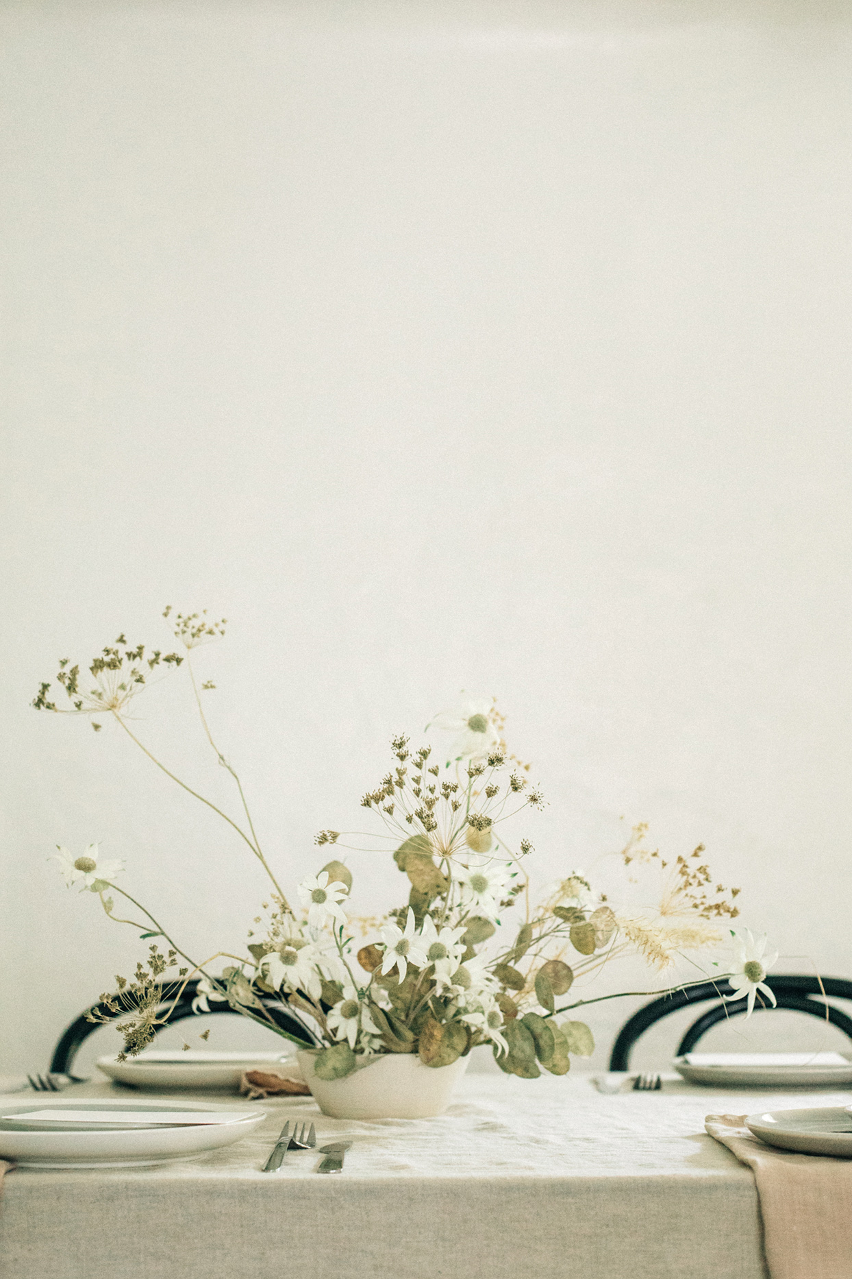 minimalist ikebana dried floral arrangement