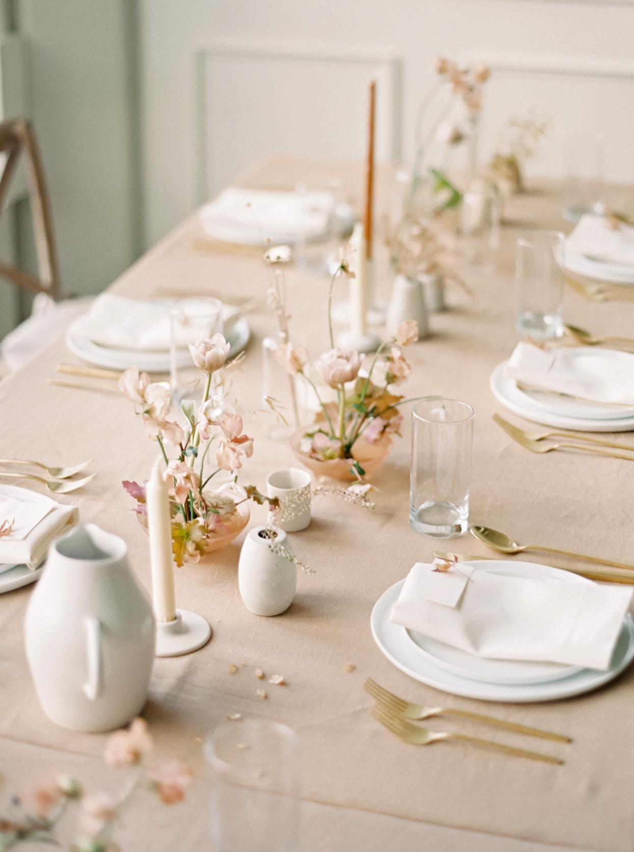 minimalist ikebana clustered floral arrangements on table