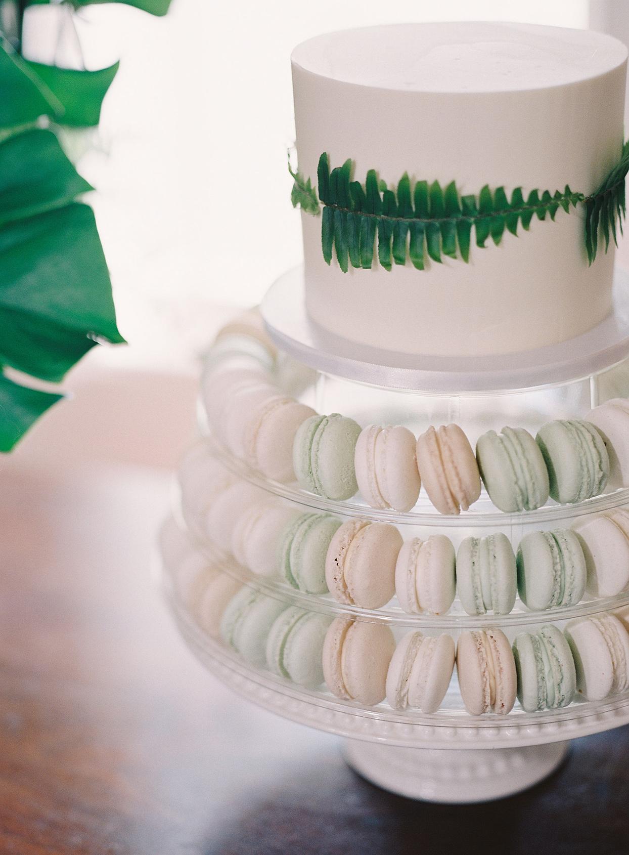 beverly steve wedding cake with macarons