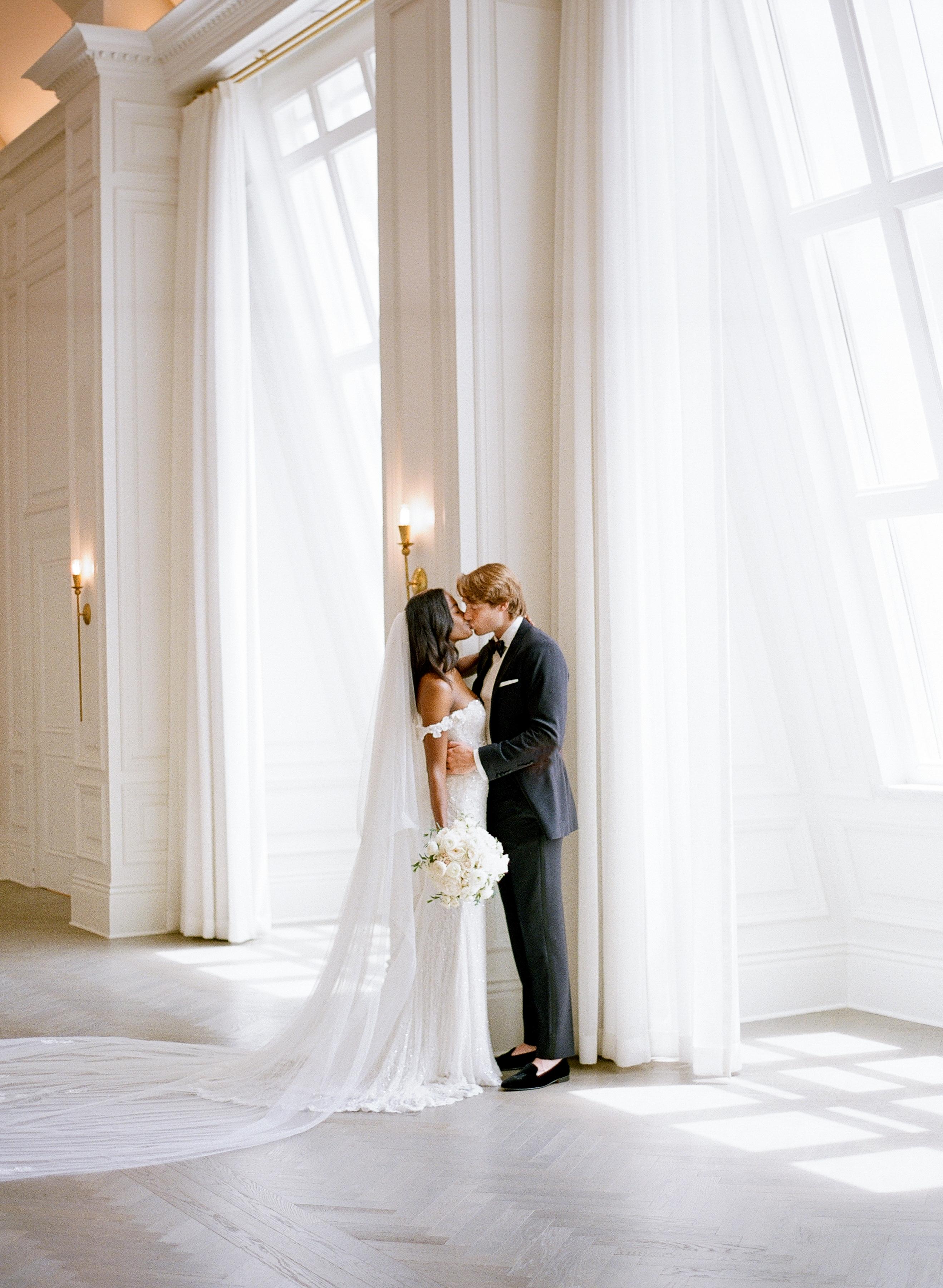 olivia collin wedding couple kissing portrait