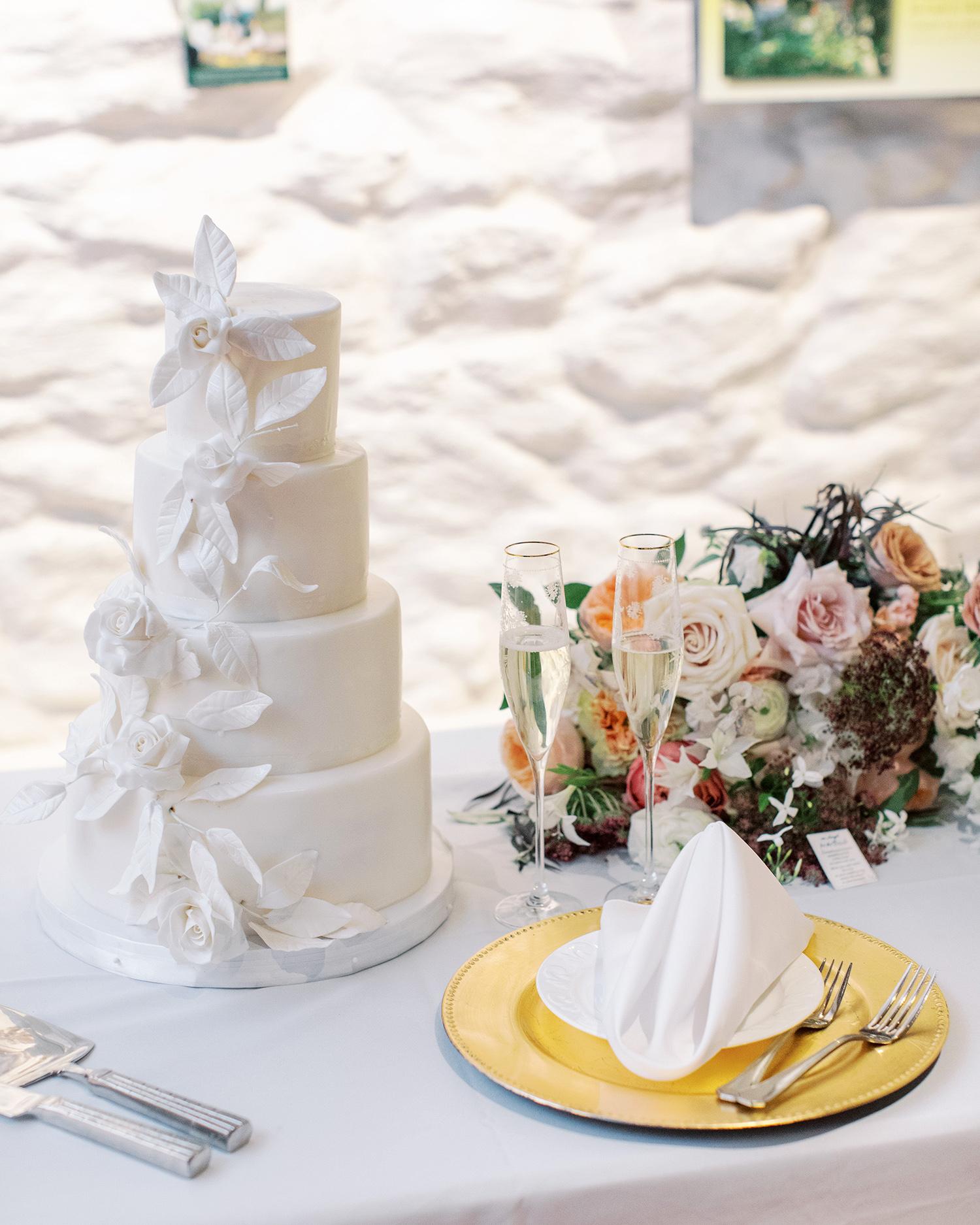 noel mike wedding white cake