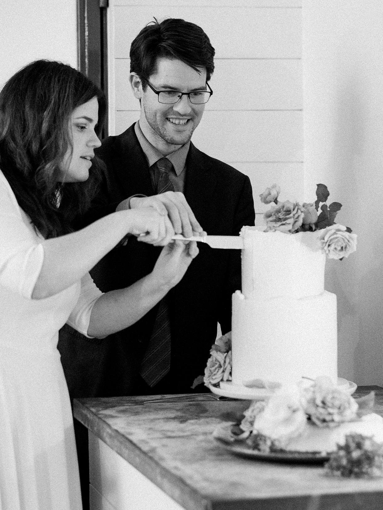 elizabeth scott wedding cake cutting