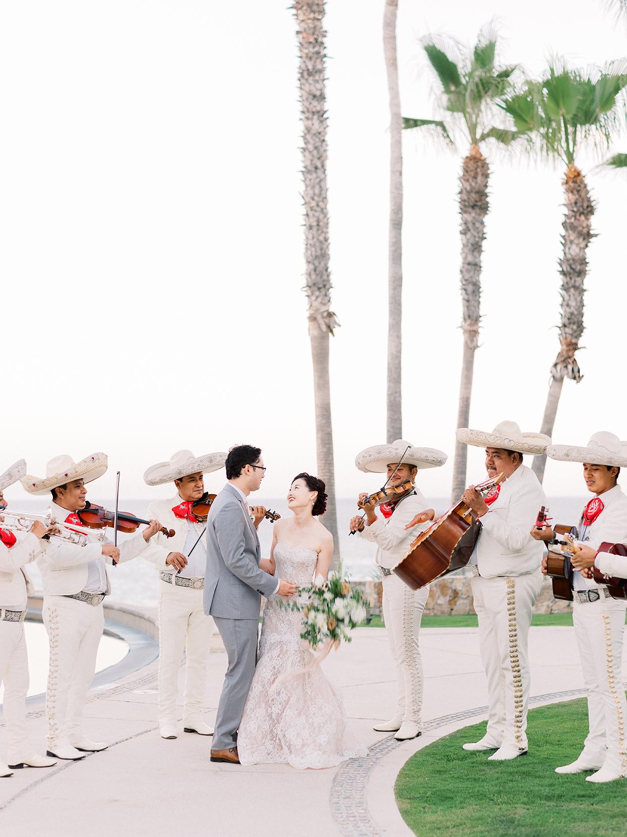 kirsten deran wedding couple mariachi band