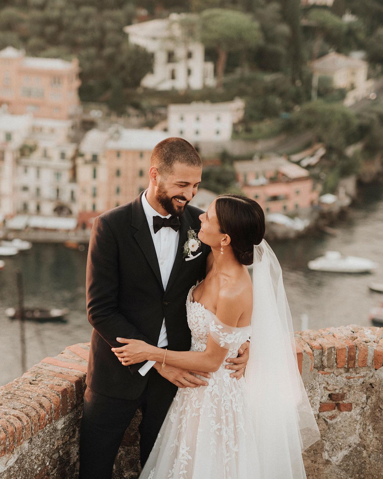 jaclyn antonio wedding couple against brick balcony