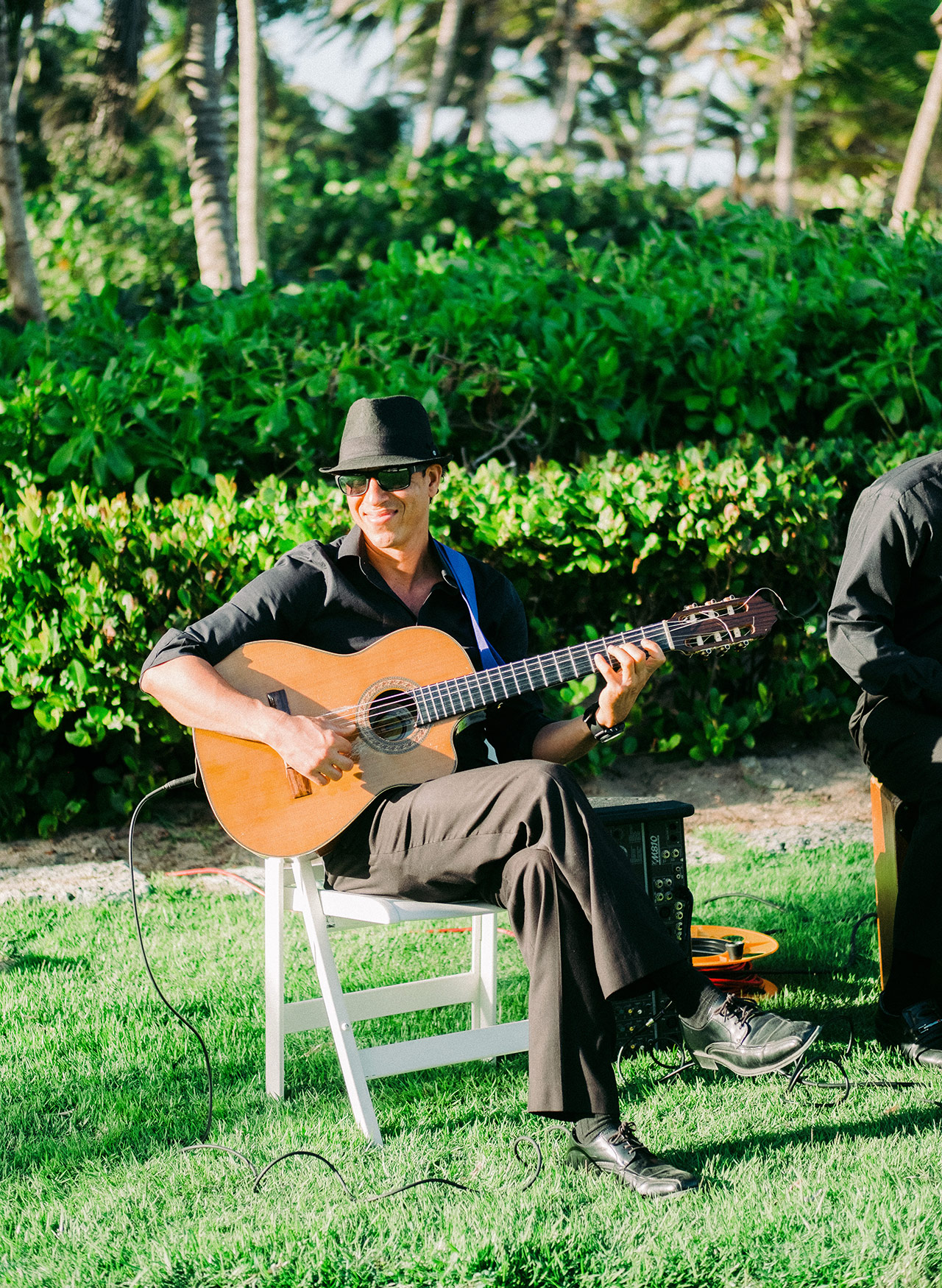 Local guitarist outdoor wedding ceremony music