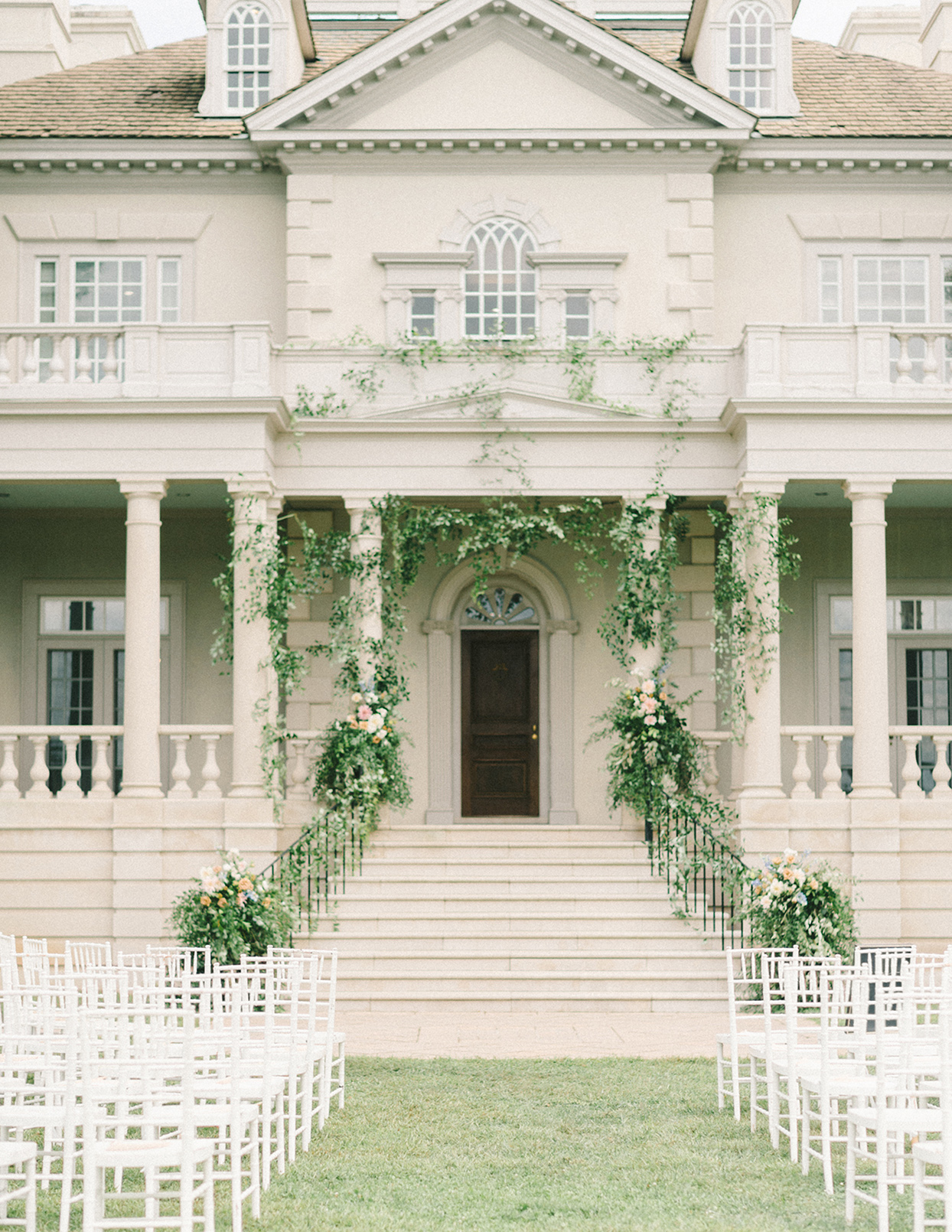 ericka meechaeyl wedding mansion front steps ceremony location