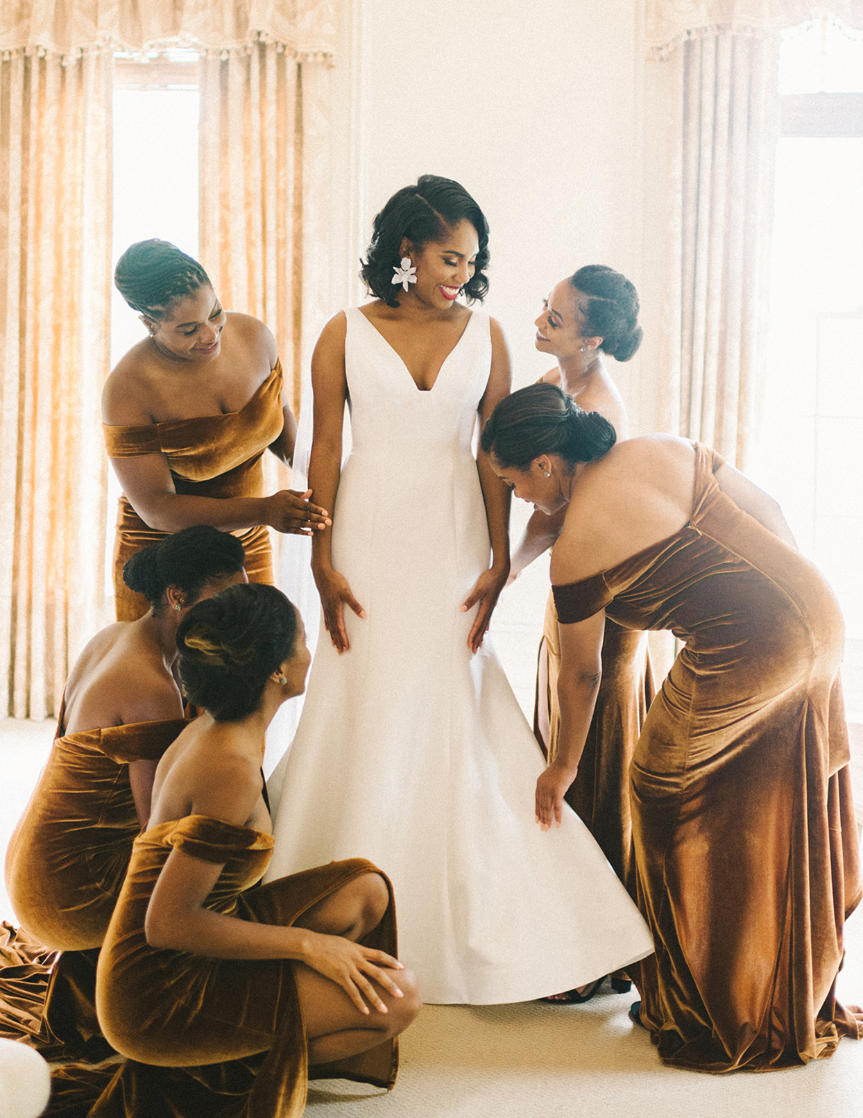 ericka meechaeyl wedding bride getting ready with maids