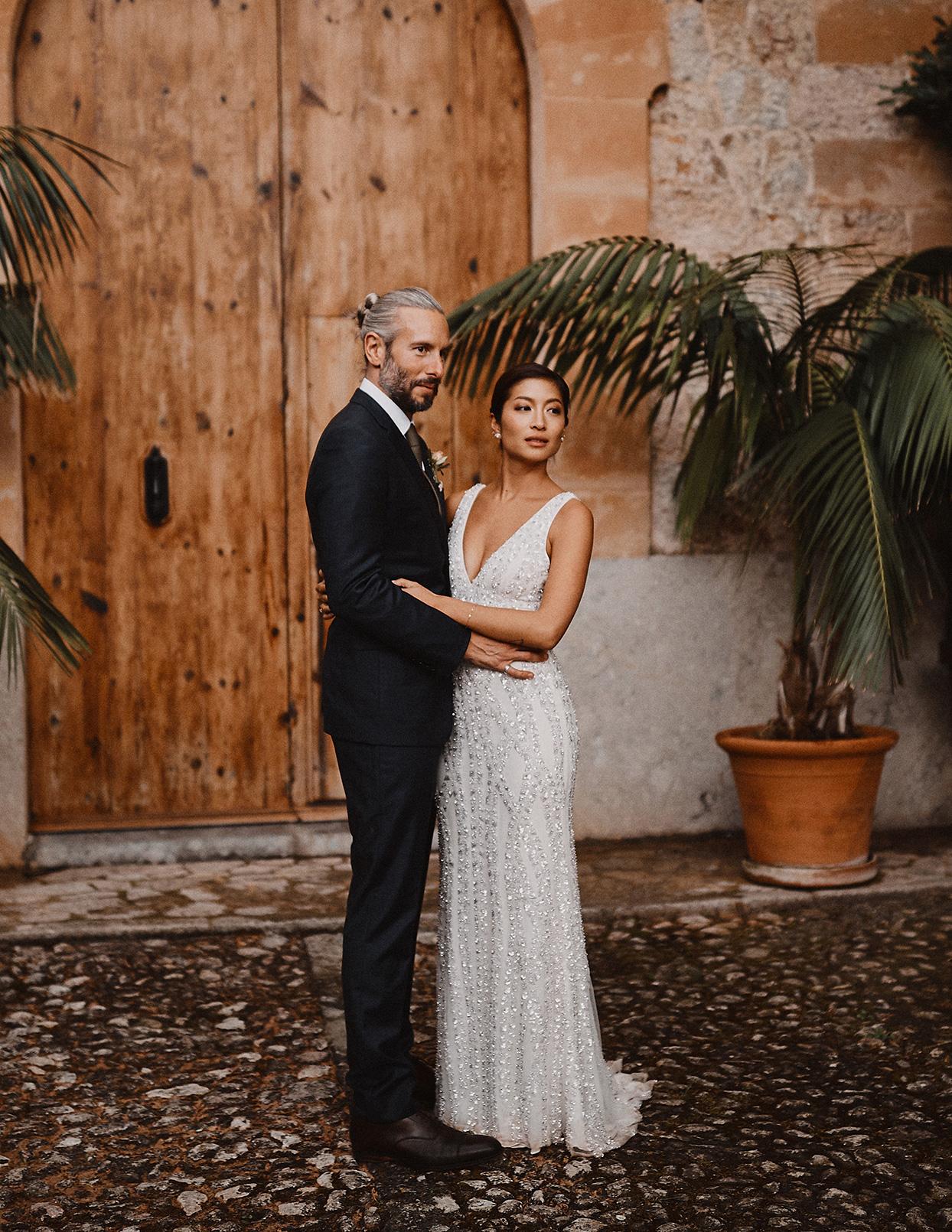 pomme daniel wedding couple in courtyard