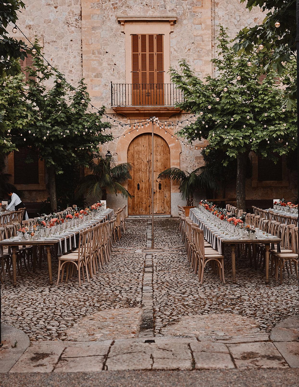 pomme daniel wedding reception in courtyard