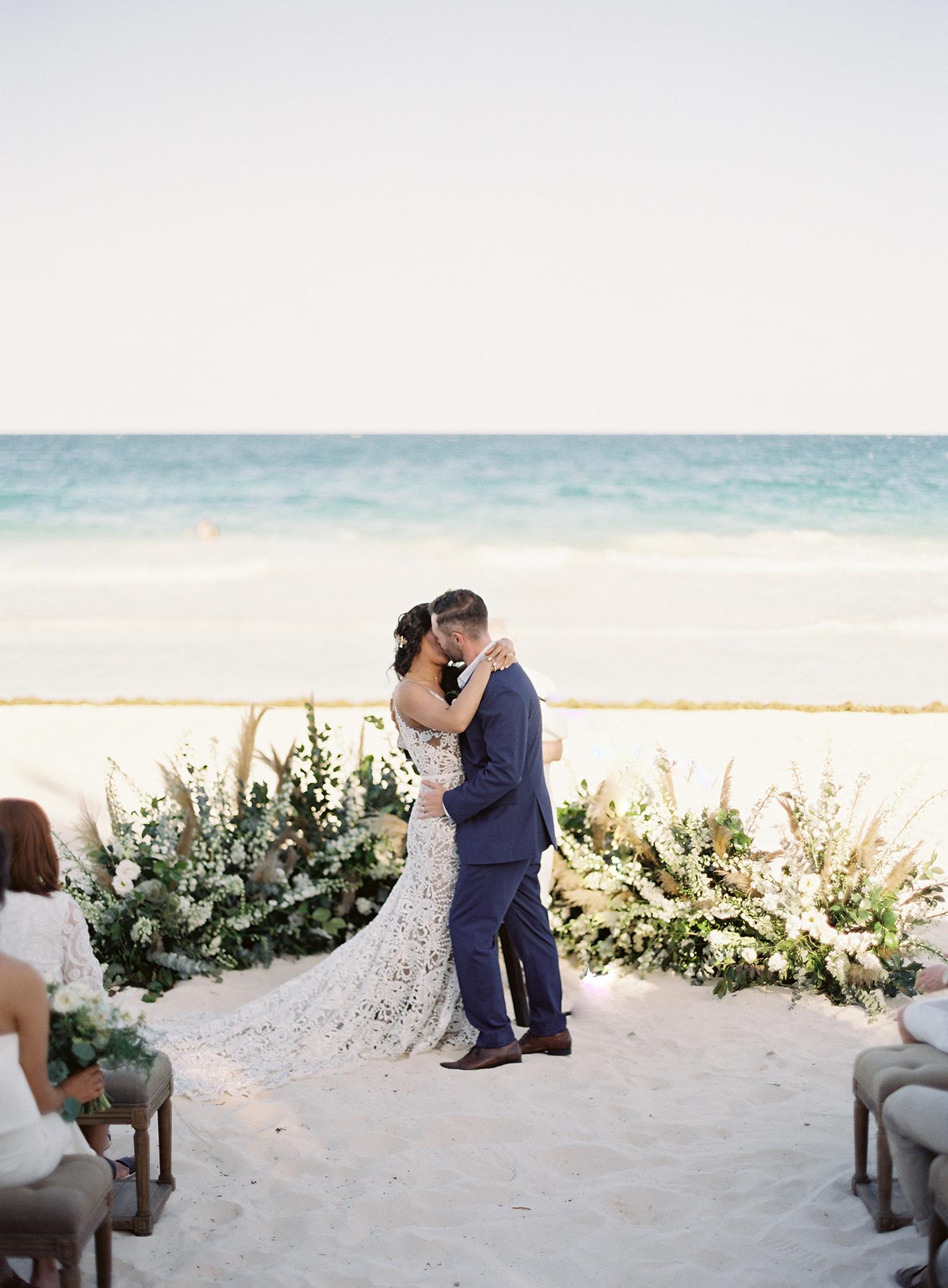 sophie jordan wedding ceremony kiss
