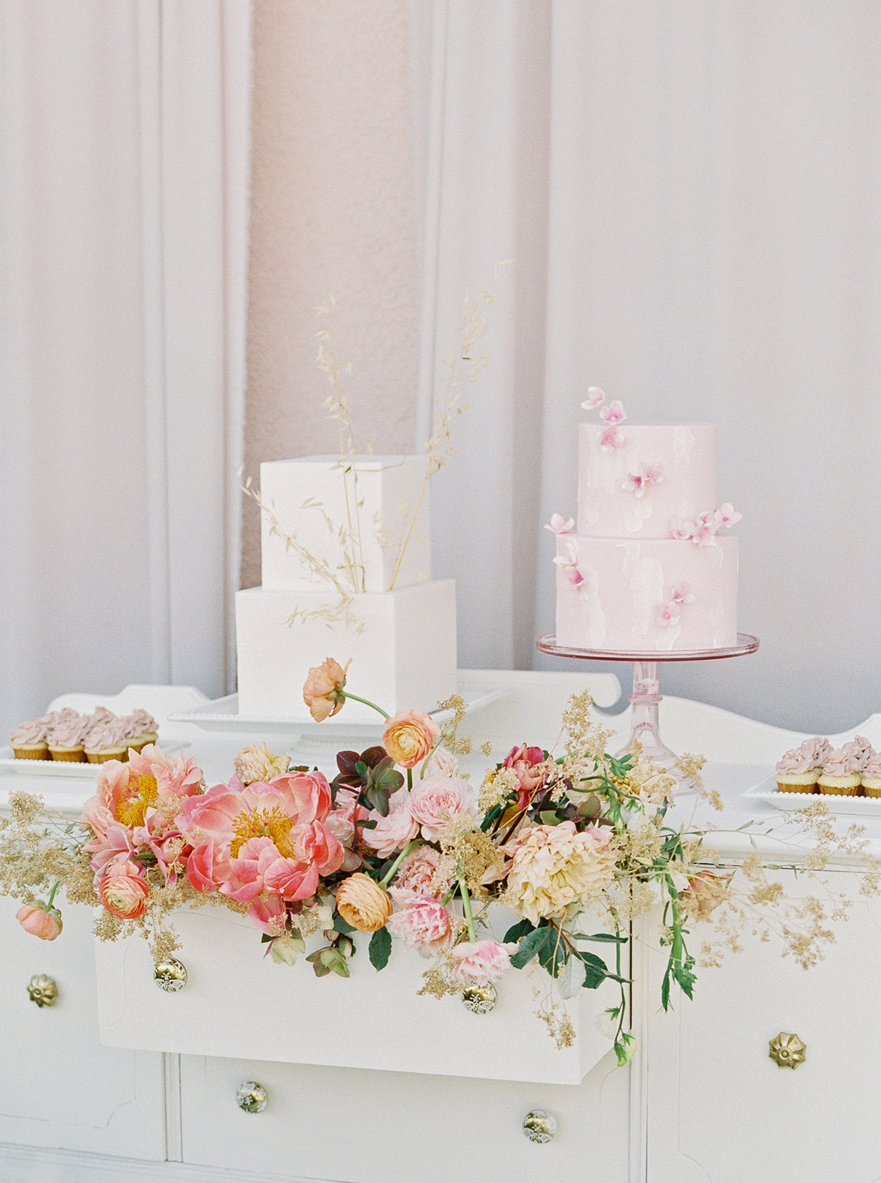 thuy kahn wedding cake table with flowers