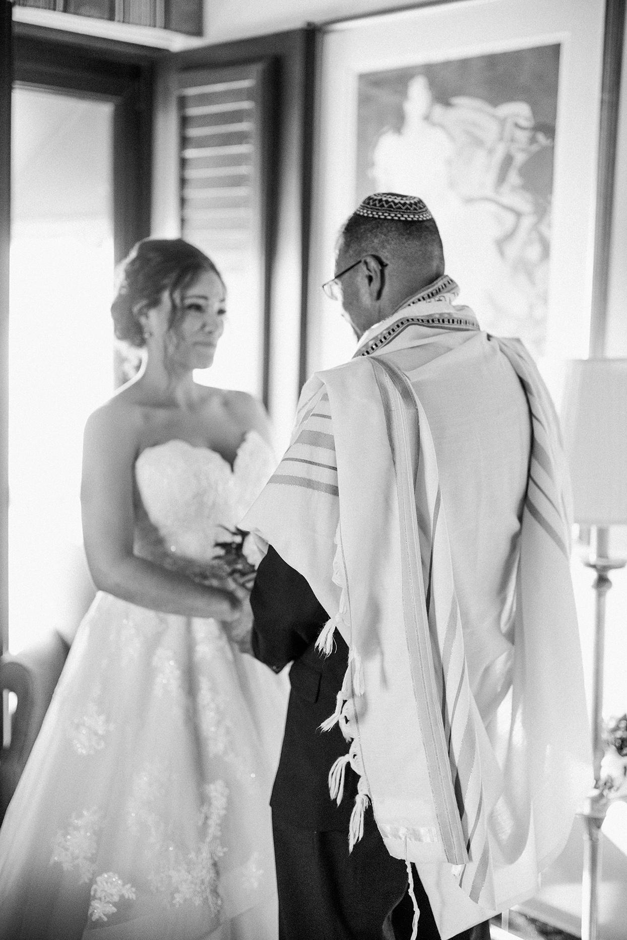 victoria tk wedding bride and dad praying