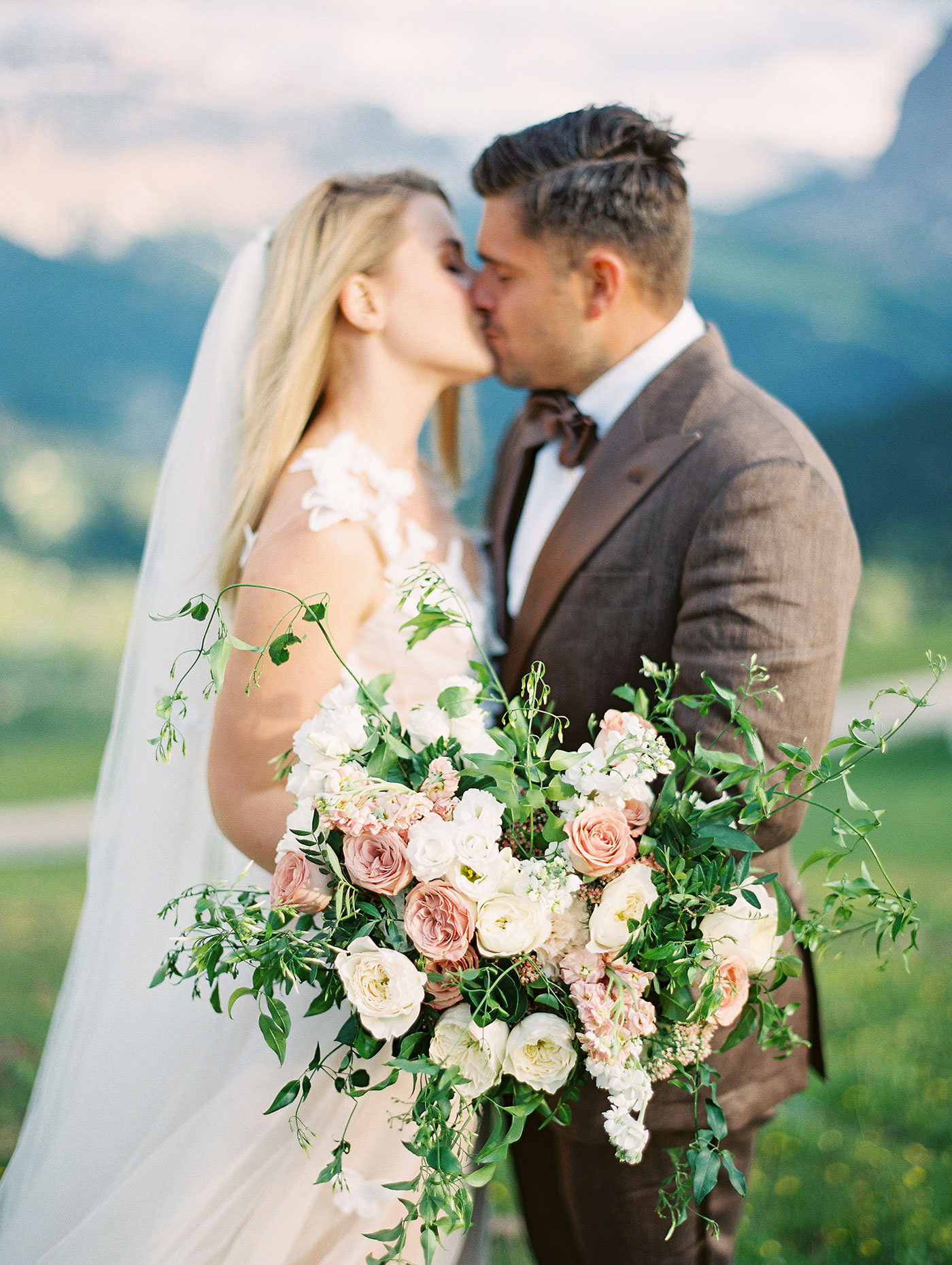 julia franz wedding bouquet couple kiss