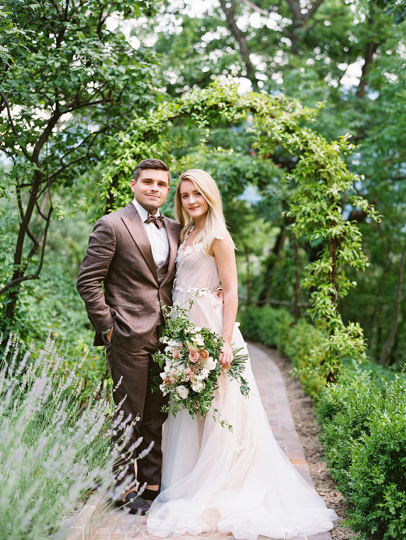 julia franz wedding couple pose