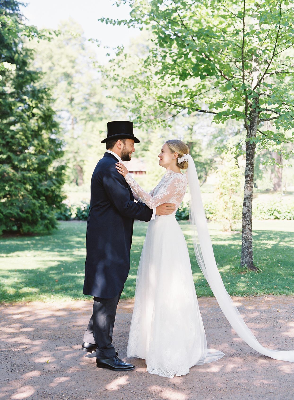 laura alexander wedding couple first look