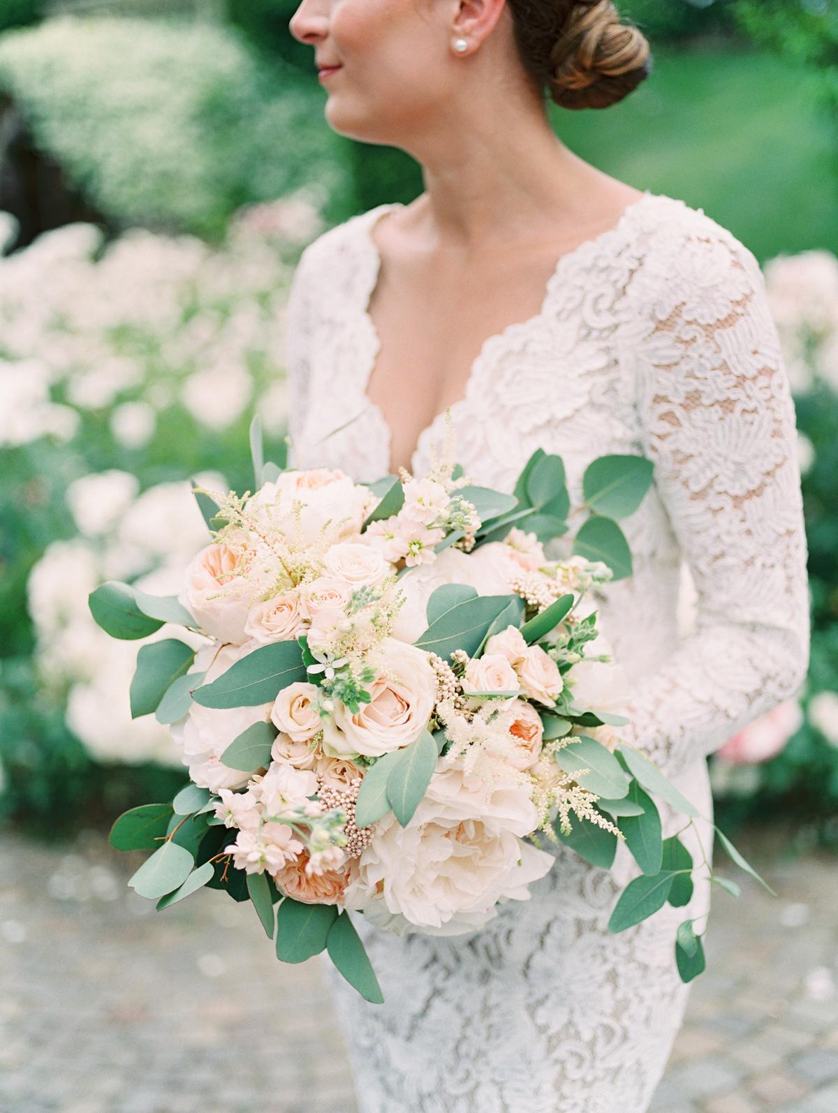 saghar ben wedding bride's bouquet