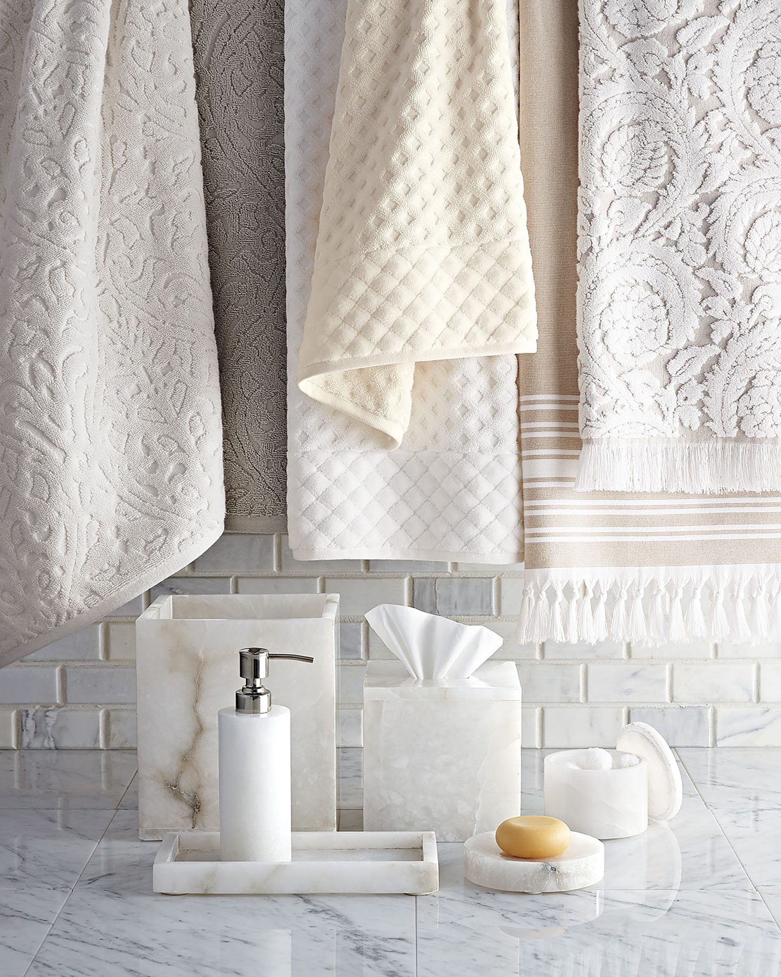 Whit marble bathroom accessories