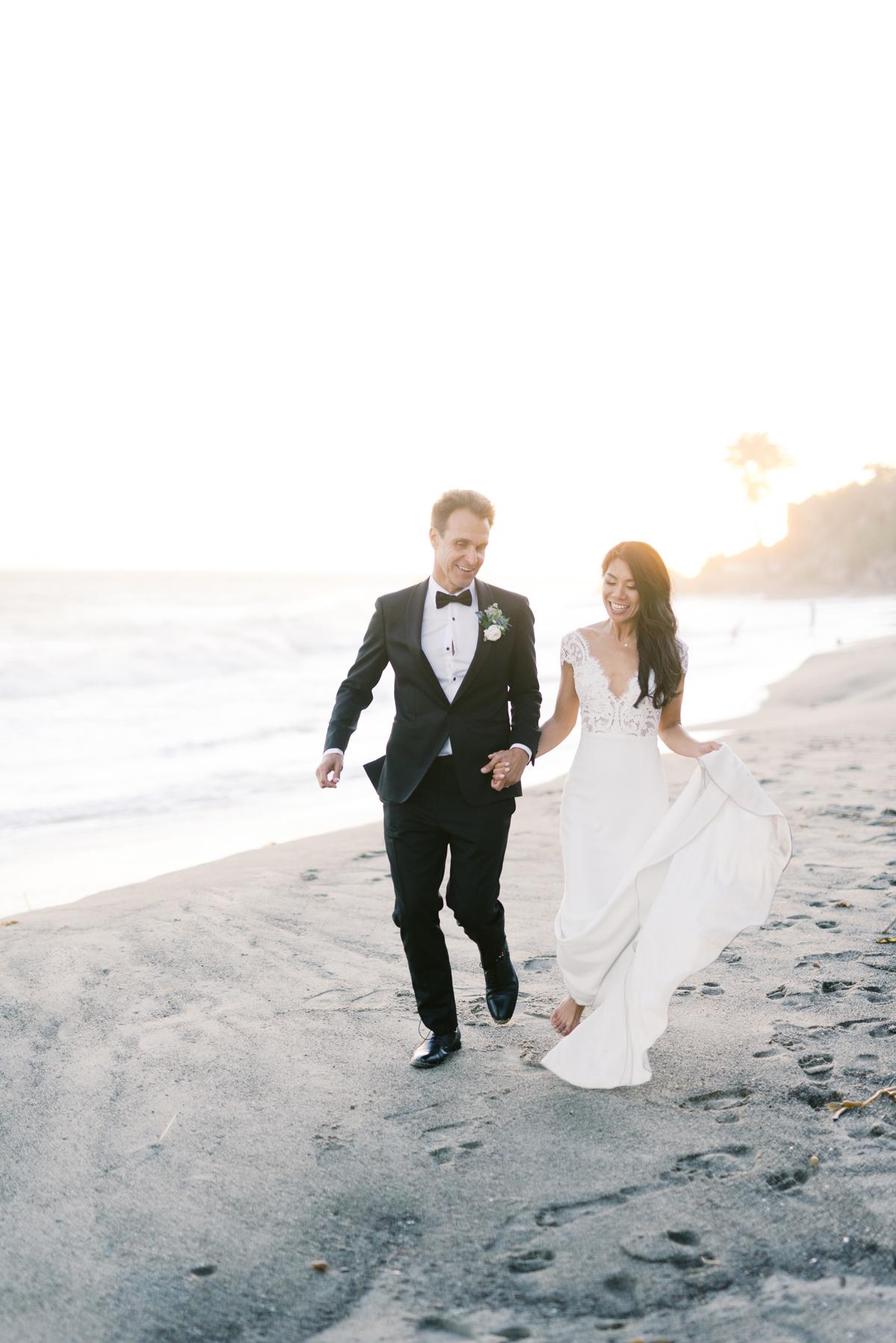 bettina gino wedding couple walking on beach