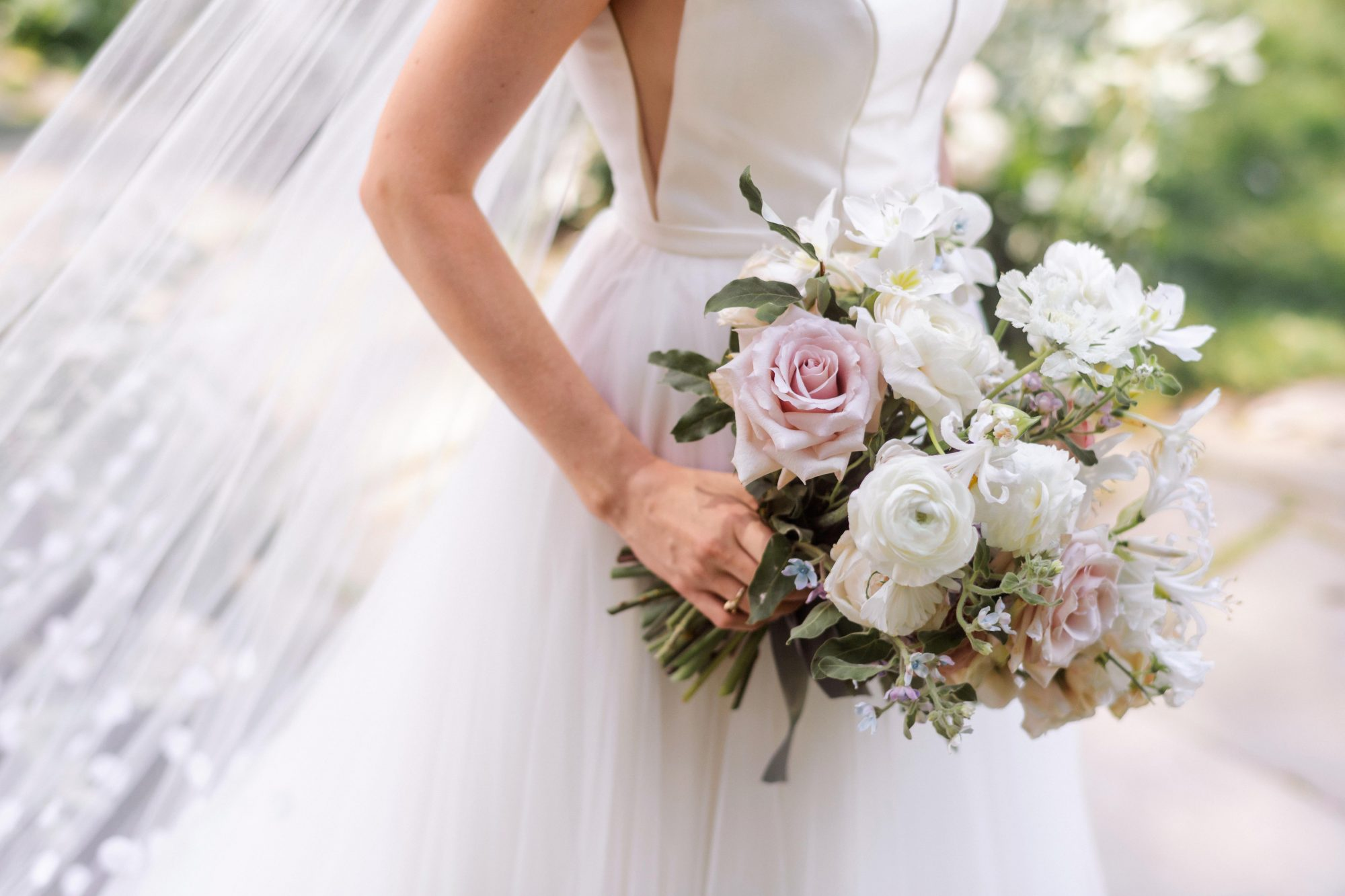 25 Anemone Wedding Bouquets For Every Type Of Bride Martha
