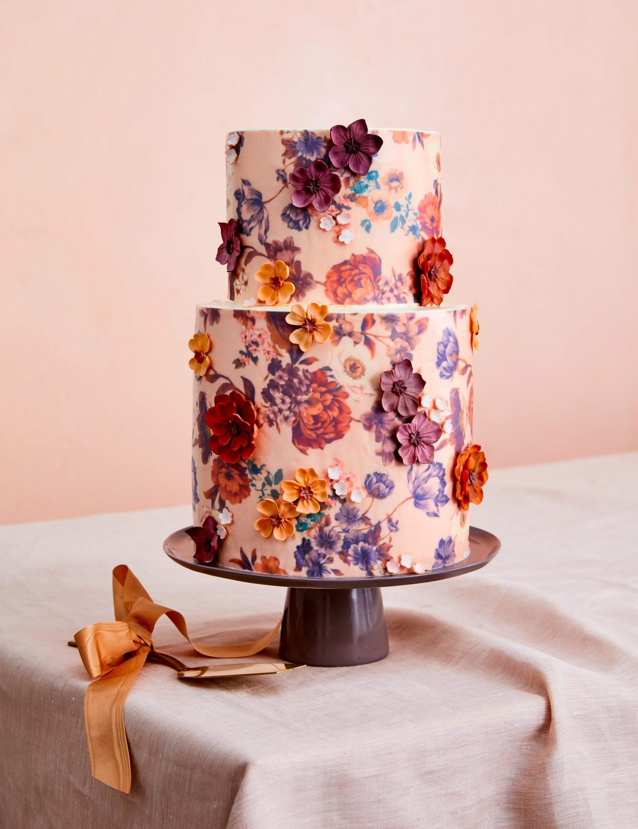 Simple Wedding Cakes With Exquisite Embellishment That You Or