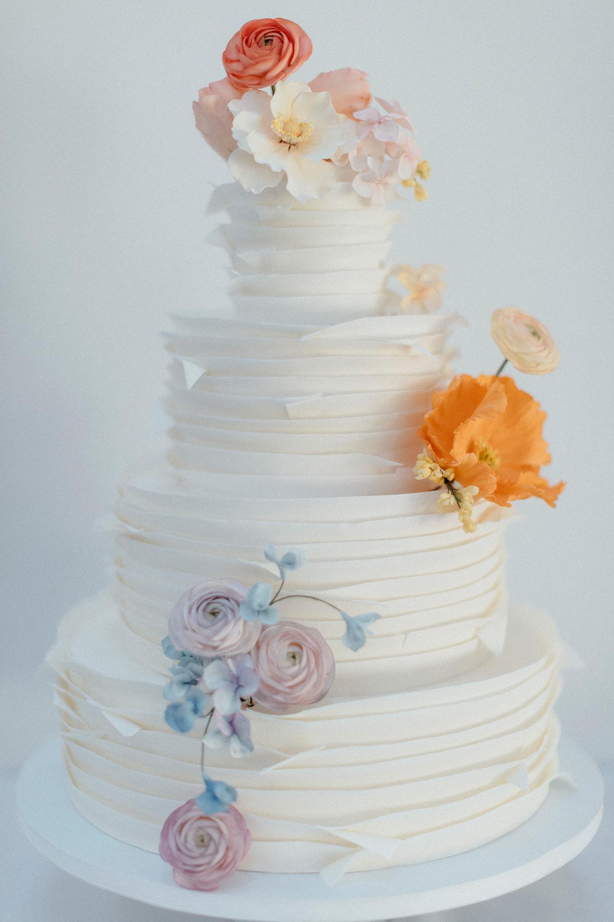 kristen jonathan modern wedding cake with flowers