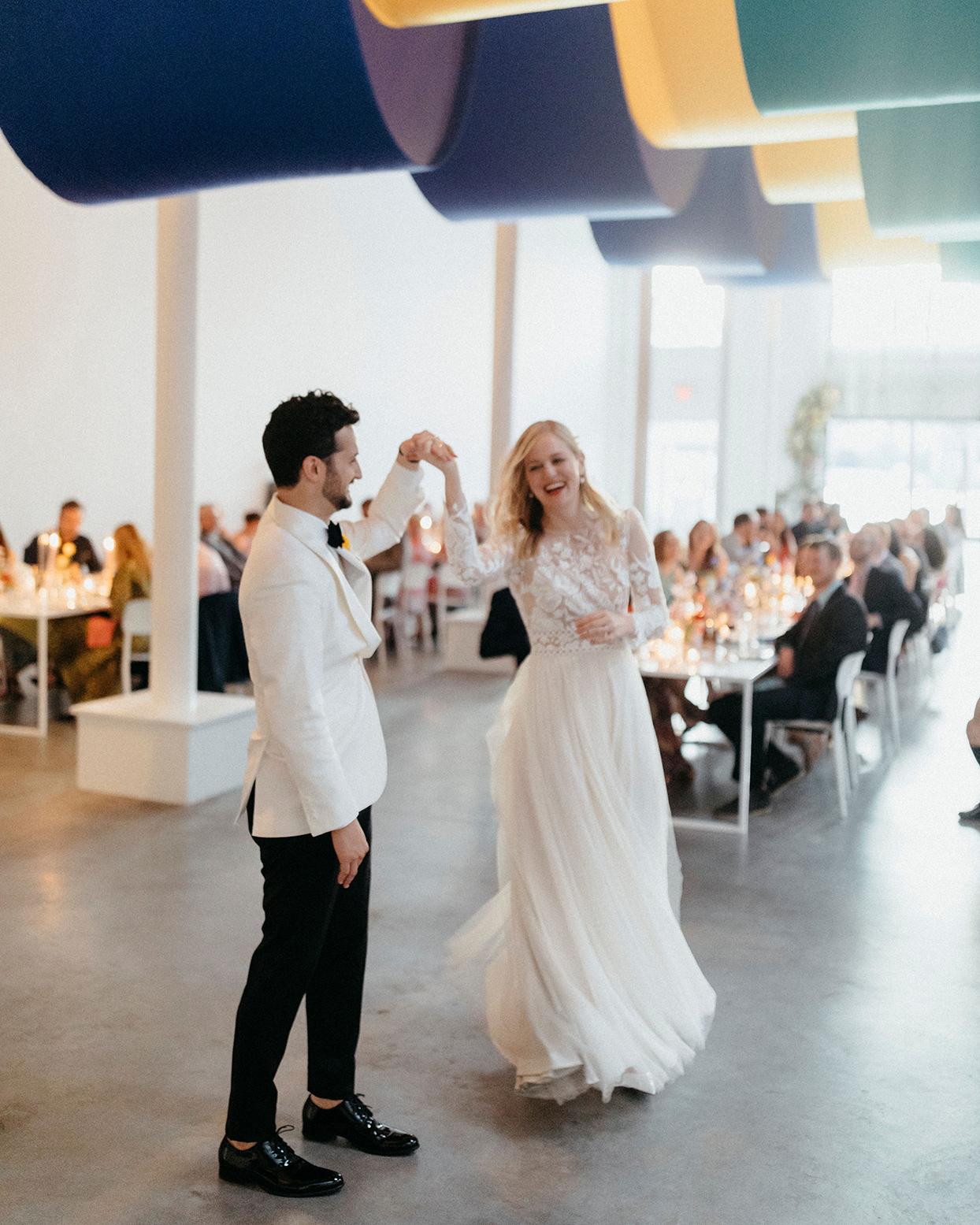 kristen jonathan wedding first dance
