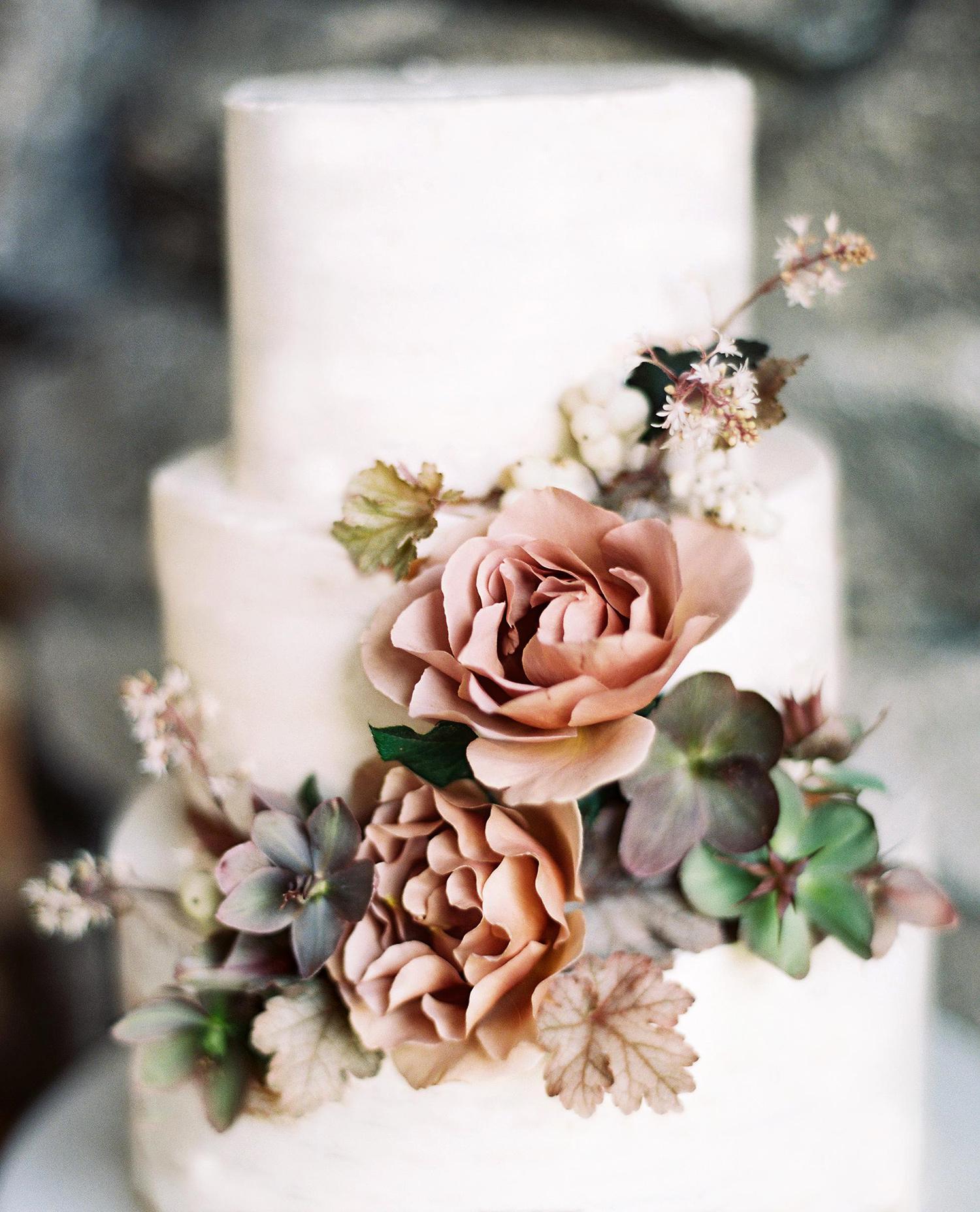 maya trey wedding cake with flowers