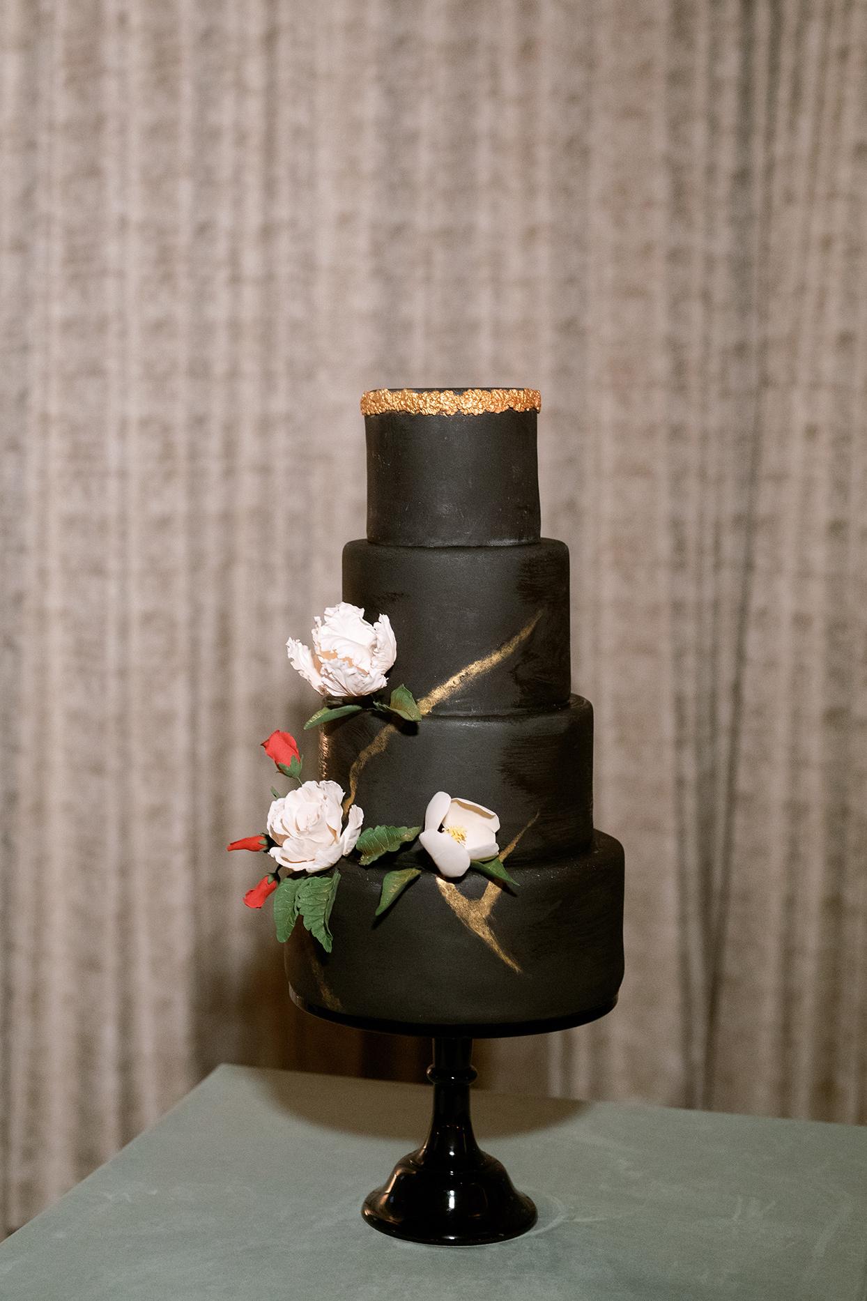 jason justin wedding black cake with flowers