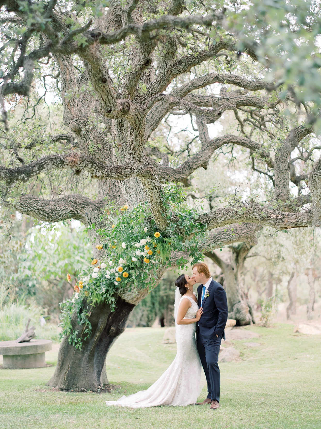 alyssa macia wedding couple kissing under tree
