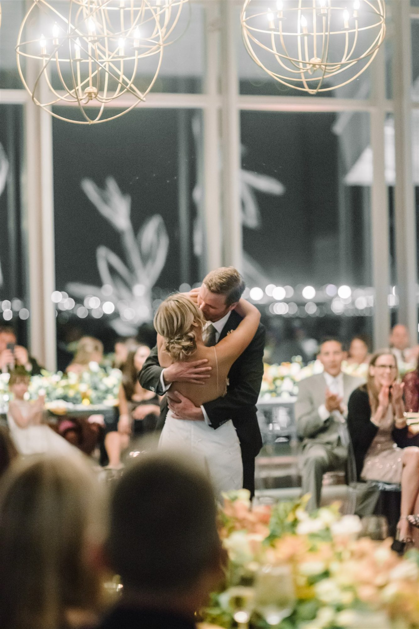 brianna and drew kissing during first dance