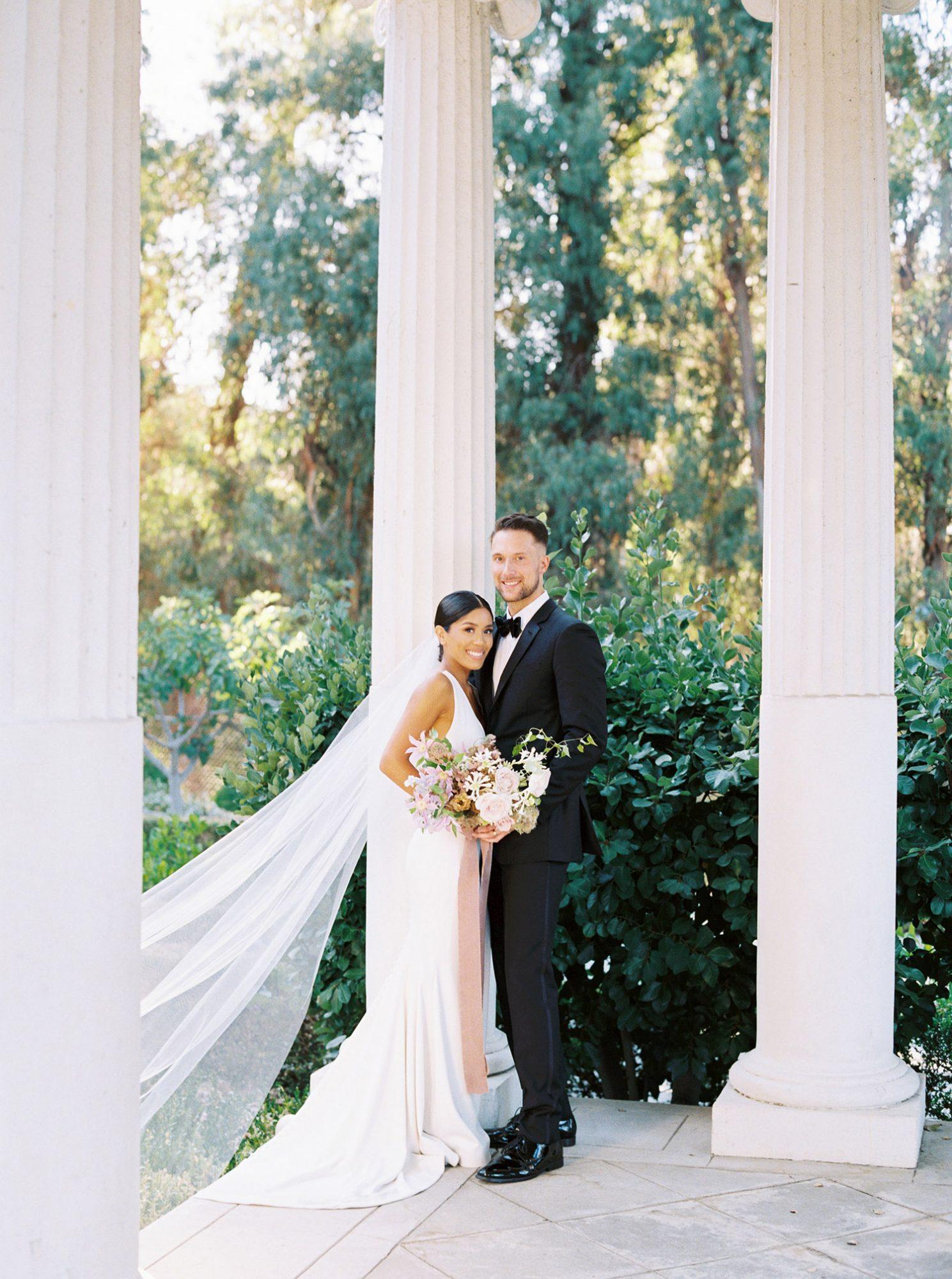 dawn jordan wedding couple posing
