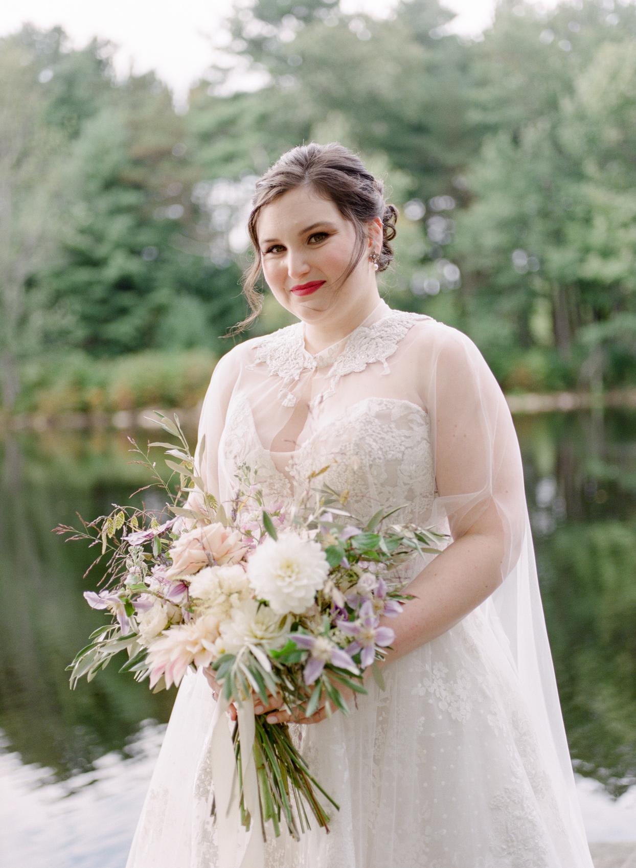 bride wearing retro lace monique lhuillier gown