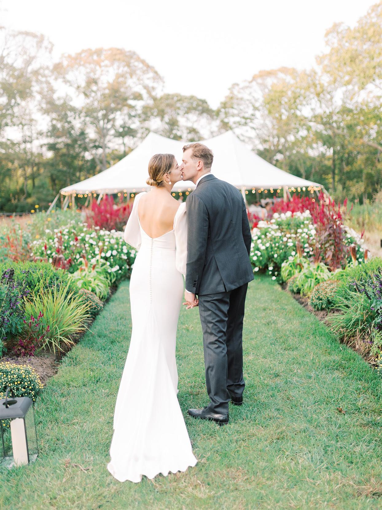 samantha cody wedding couple kissing in garden