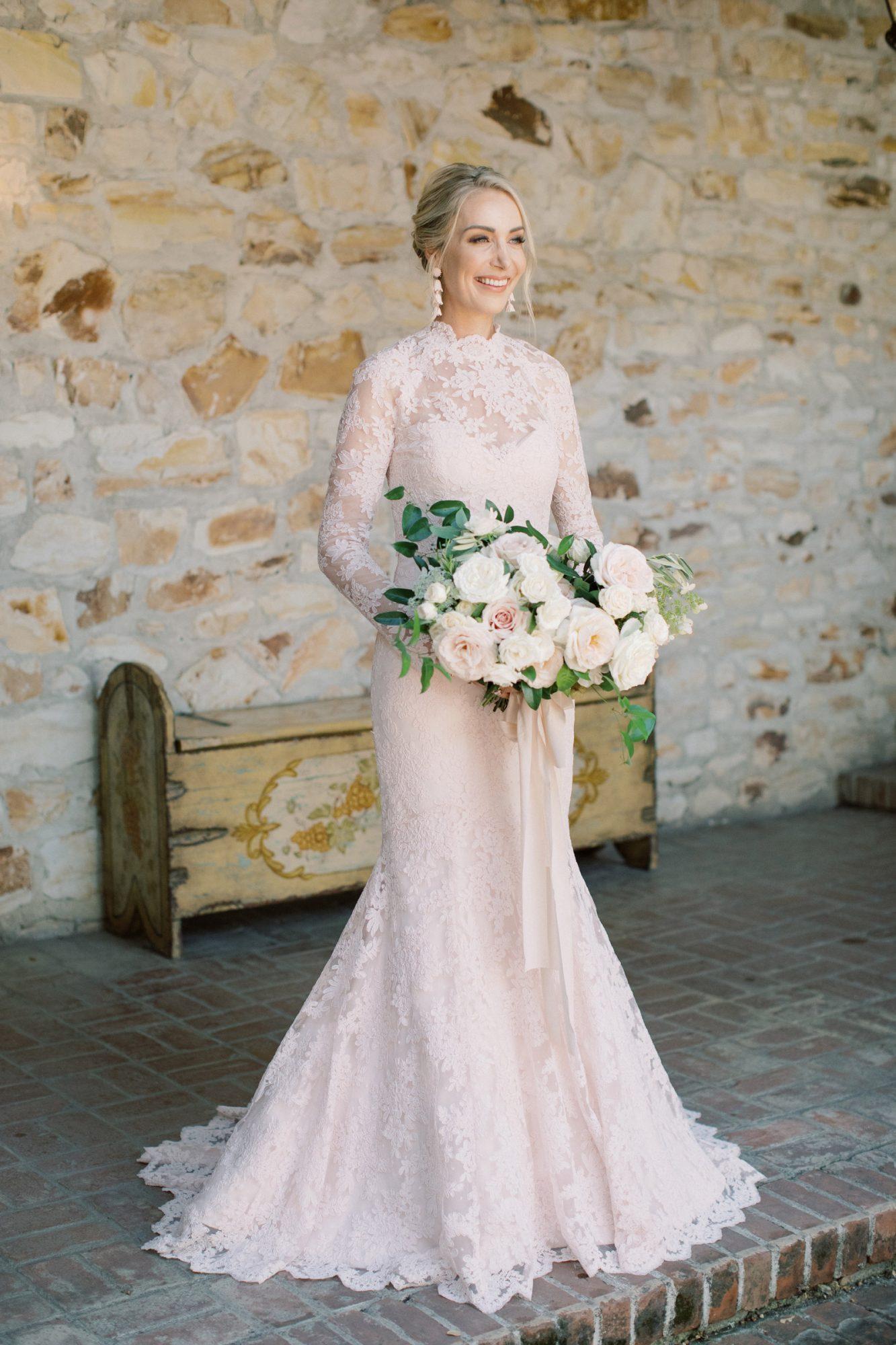 wedding portrait Sarah with bouquet