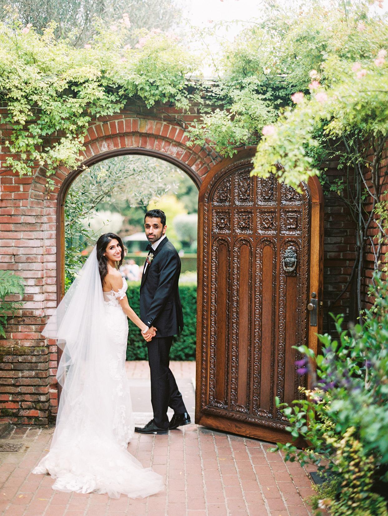 yalda anusha wedding couple in ornate doorway