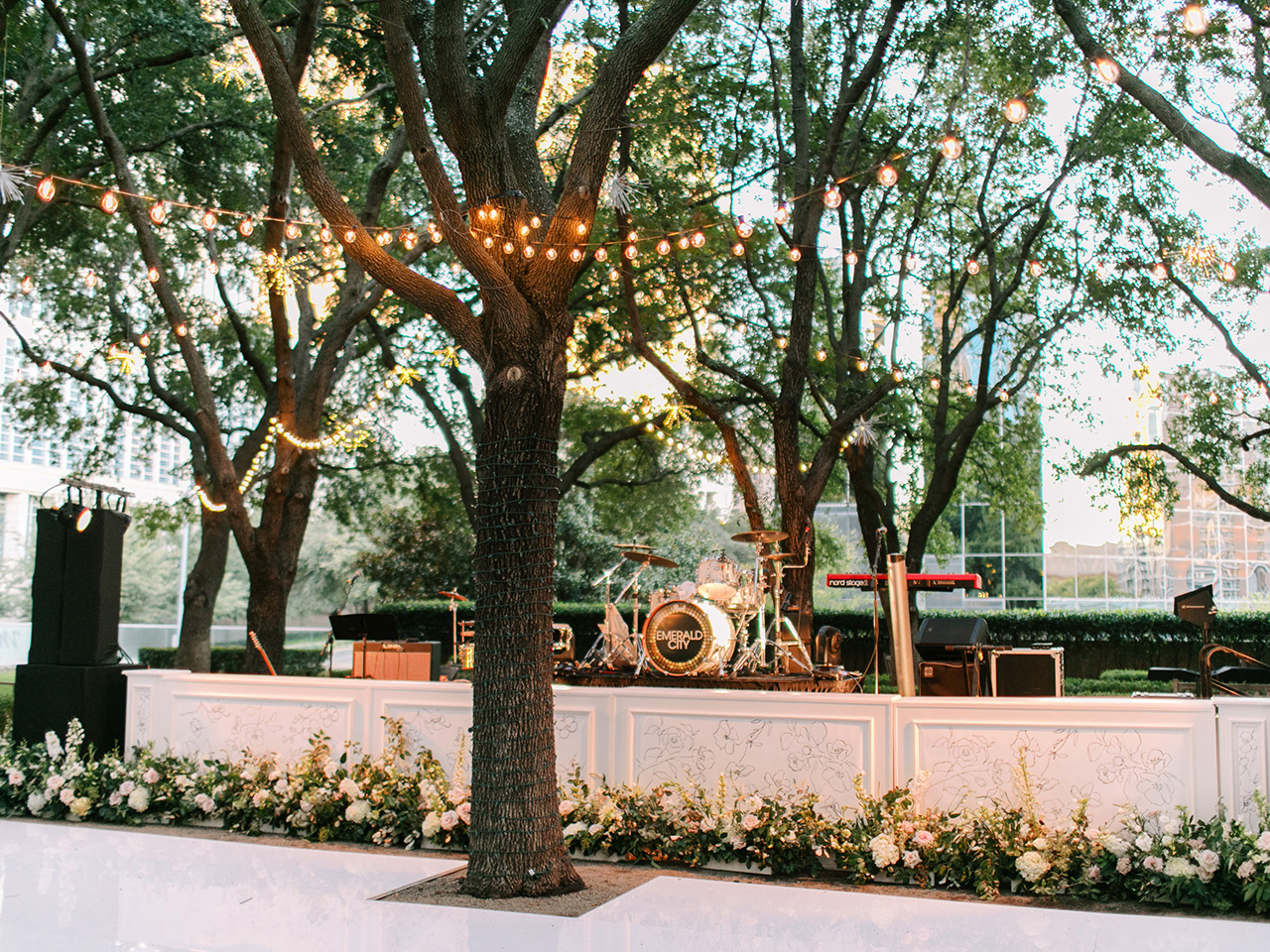 outdoor wedding stage band set up