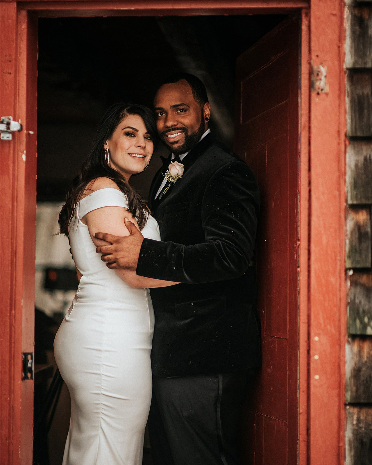 stephanie taurean wedding couple in doorway