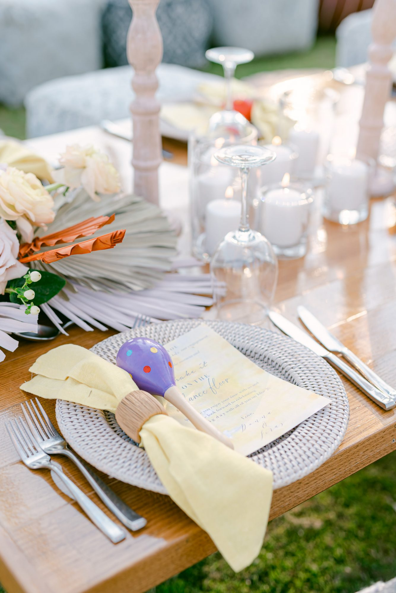 wedding place settings with maraca