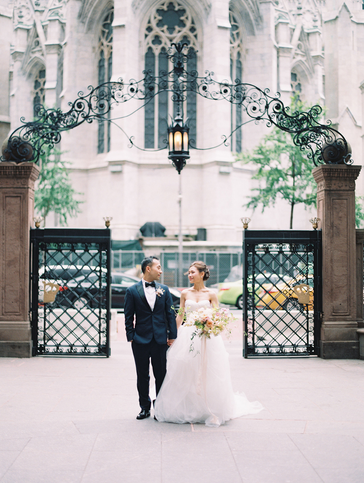 wedding couple portrait in nyc park