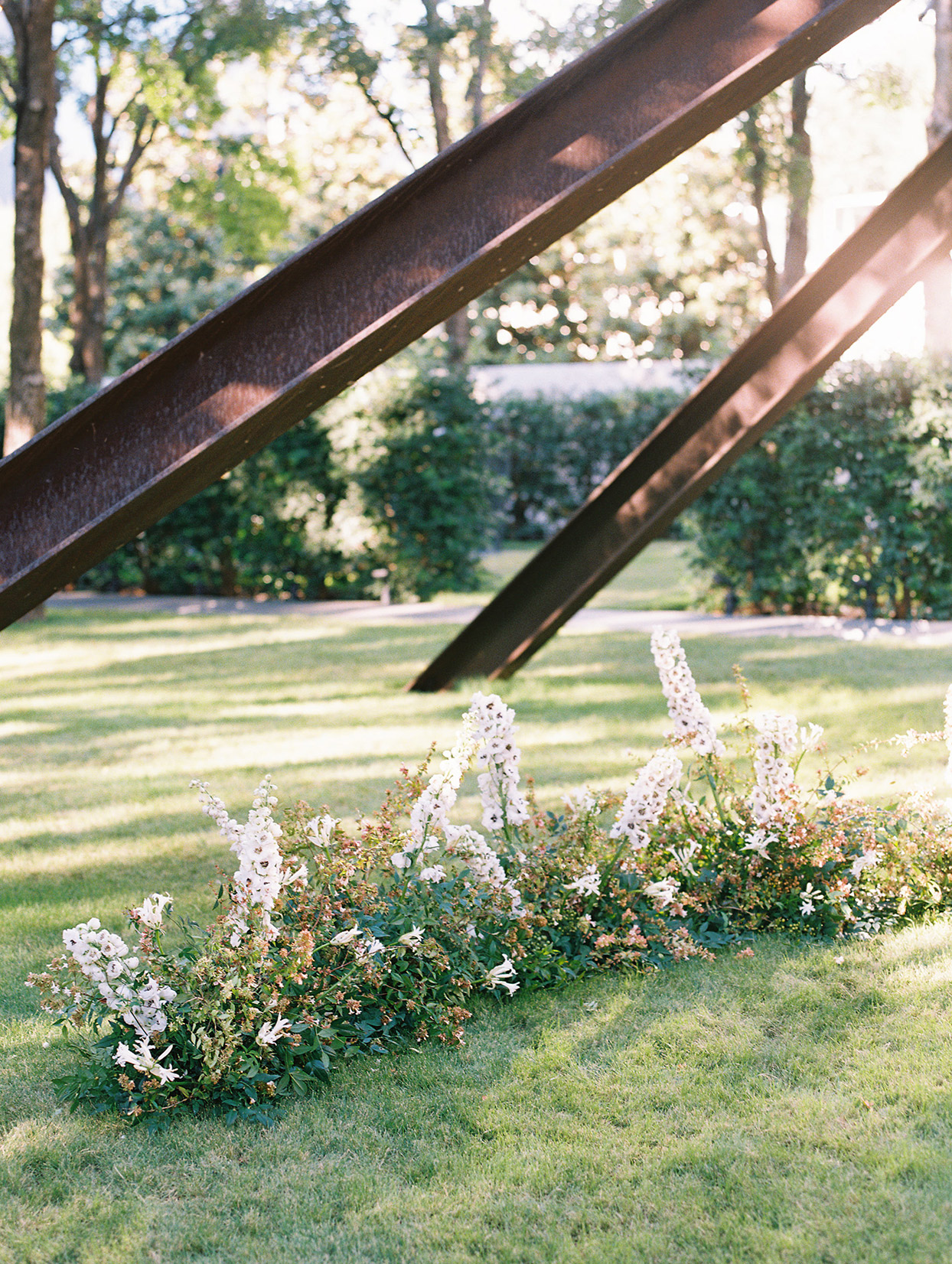 ground floral arch for ceremony under sculpture
