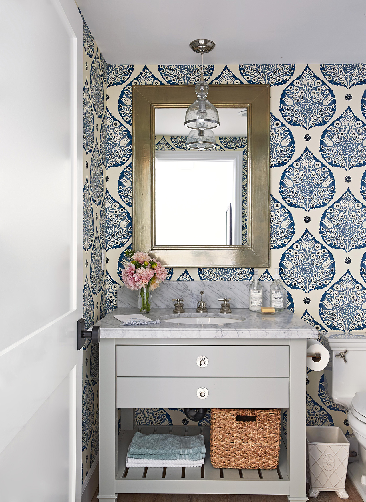 bathroom with dramatic wallpaper pattern